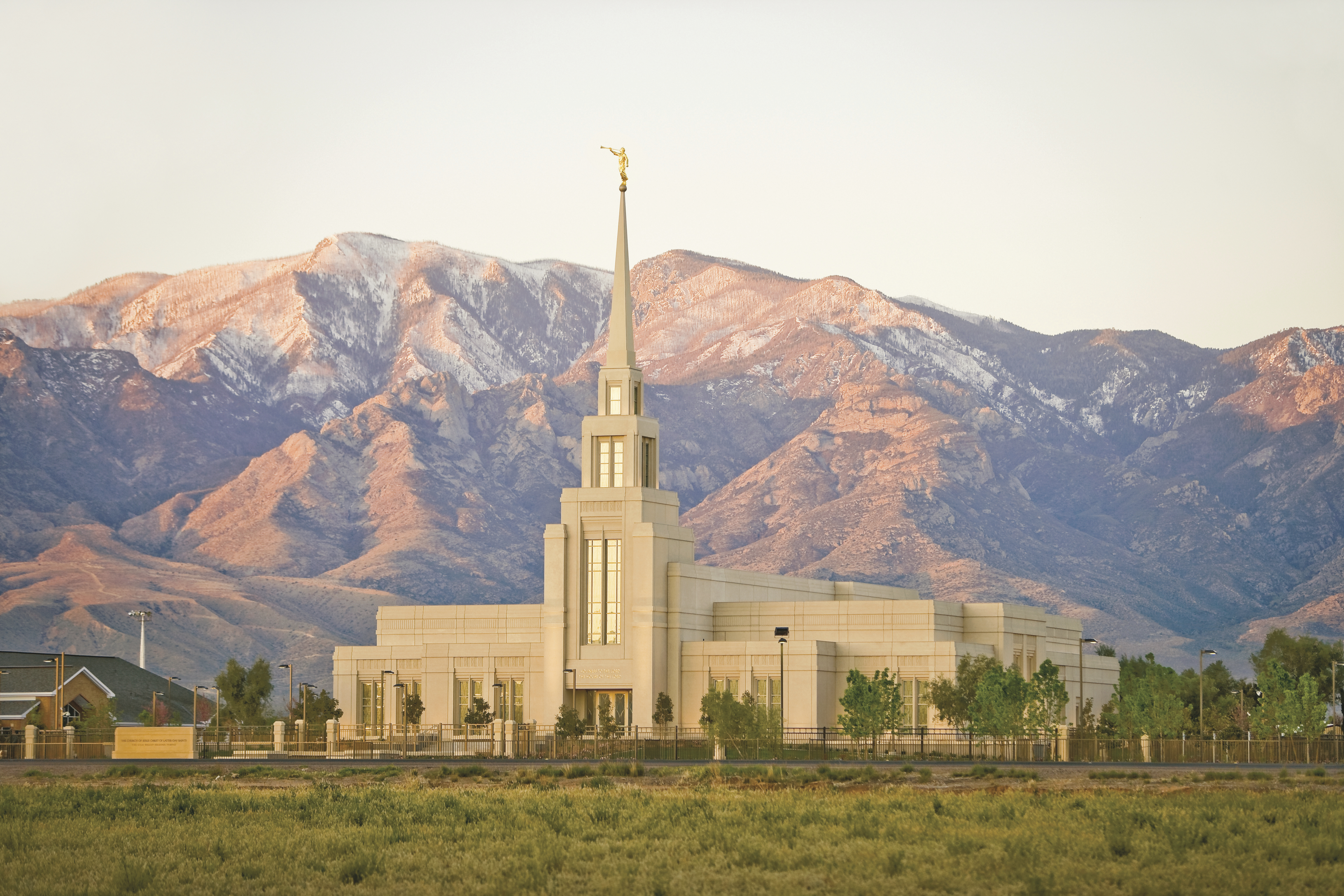 The Gila Valley Arizona Temple, with a large mountain range in the background.