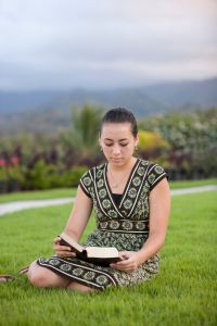 Scriptures study and teaching. Youth. Female