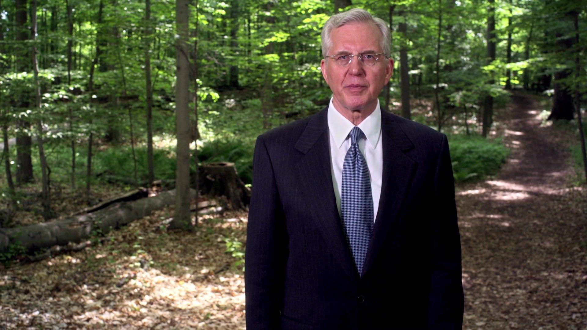 El élder Christofferson comparte su testimonio de que José Smith vio a Dios el Padre y a Jesucristo en la Arboleda Sagrada.