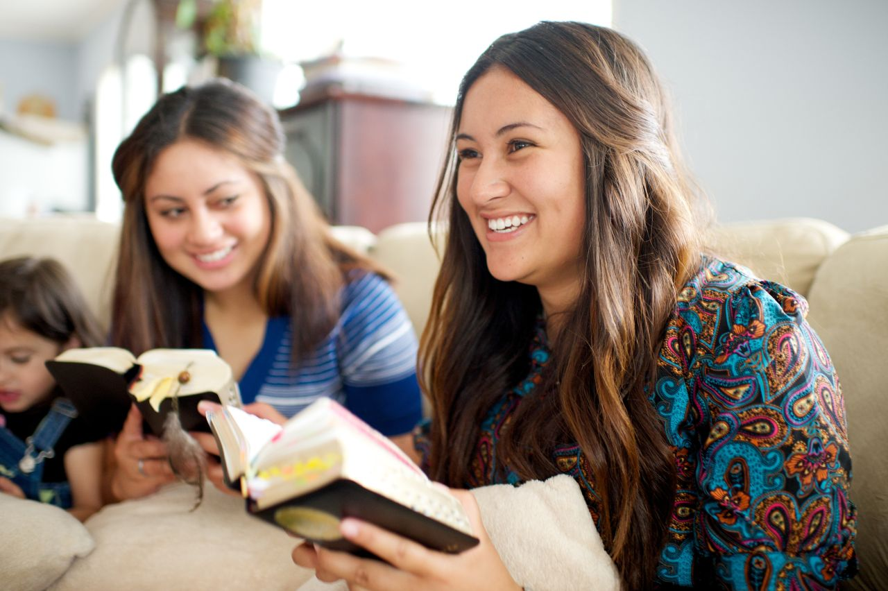Sisters read the Bible together