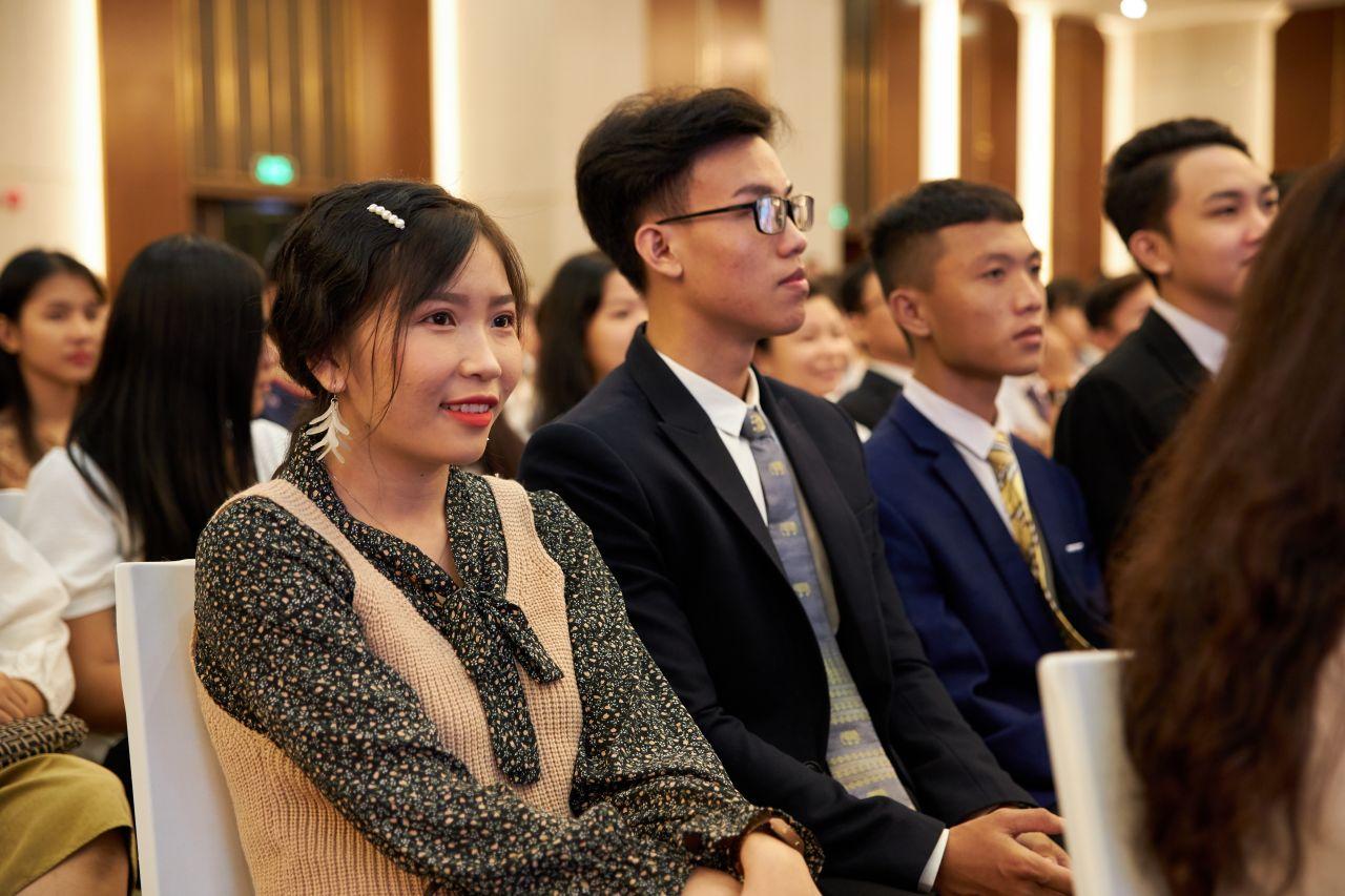 Một hội thánh tìm hiểu về phúc âm của Chúa Giê Su Ky Tô