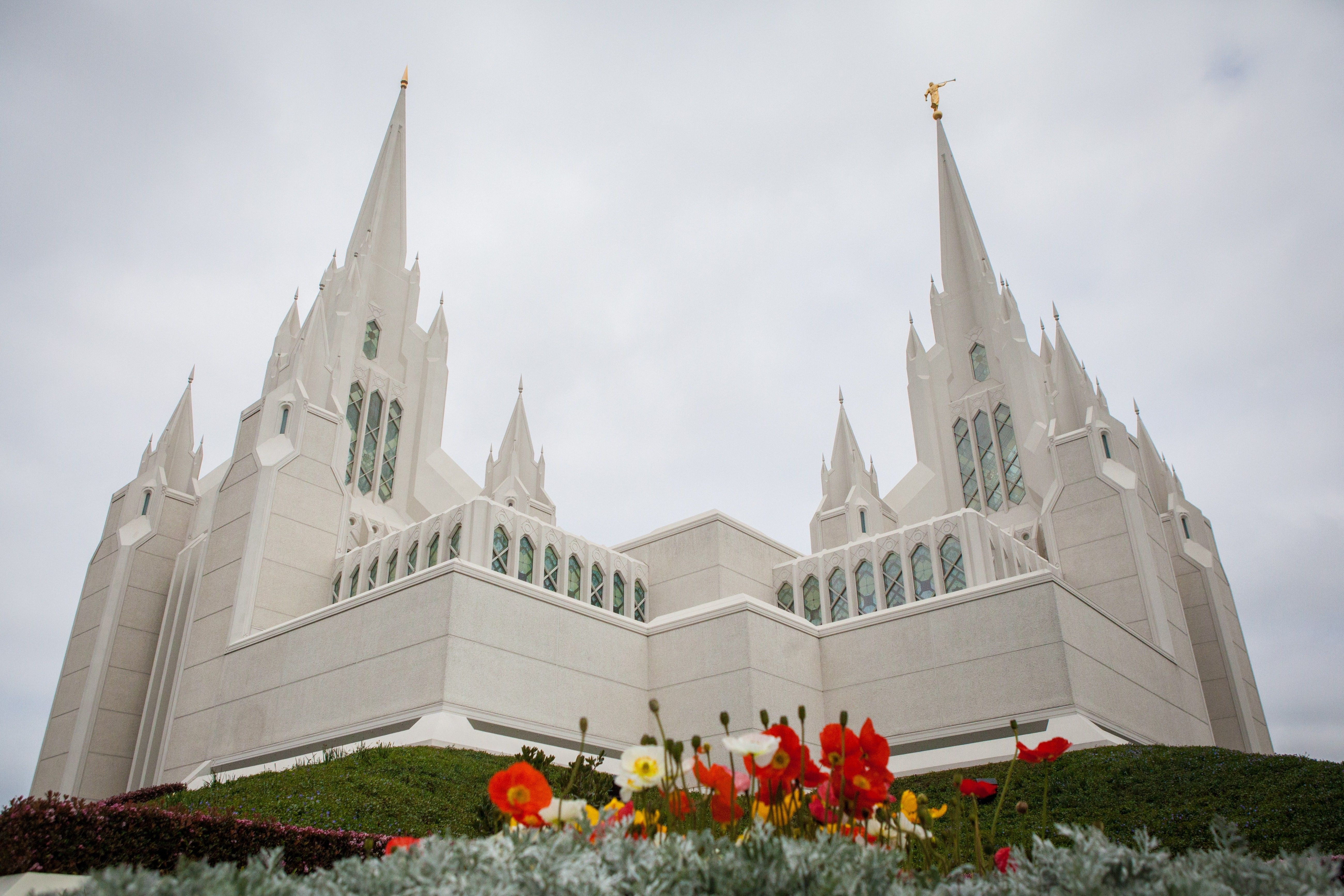 The San Diego California Temple, including scenery.