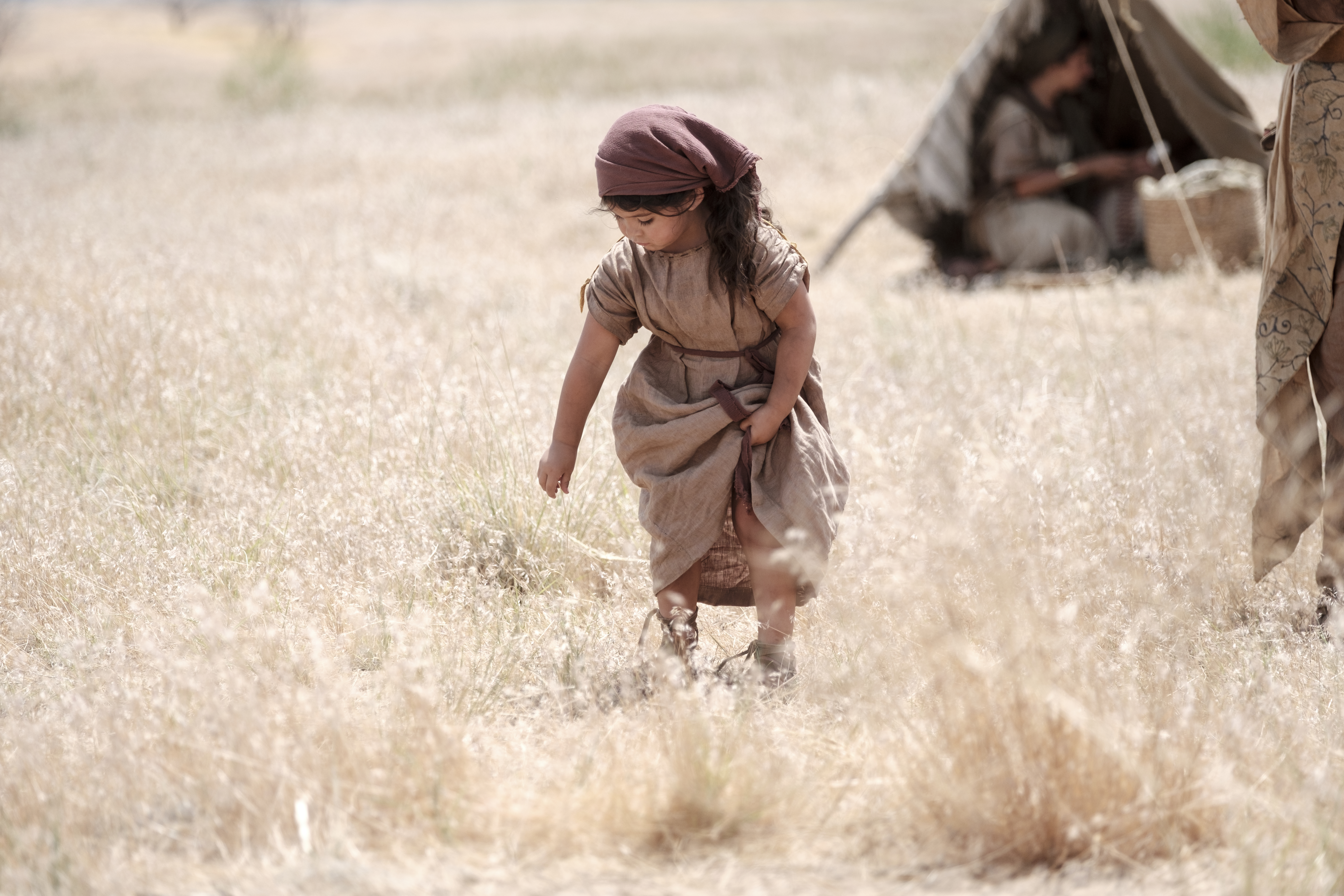 A child in Ishmael's camp walks through the wilderness.