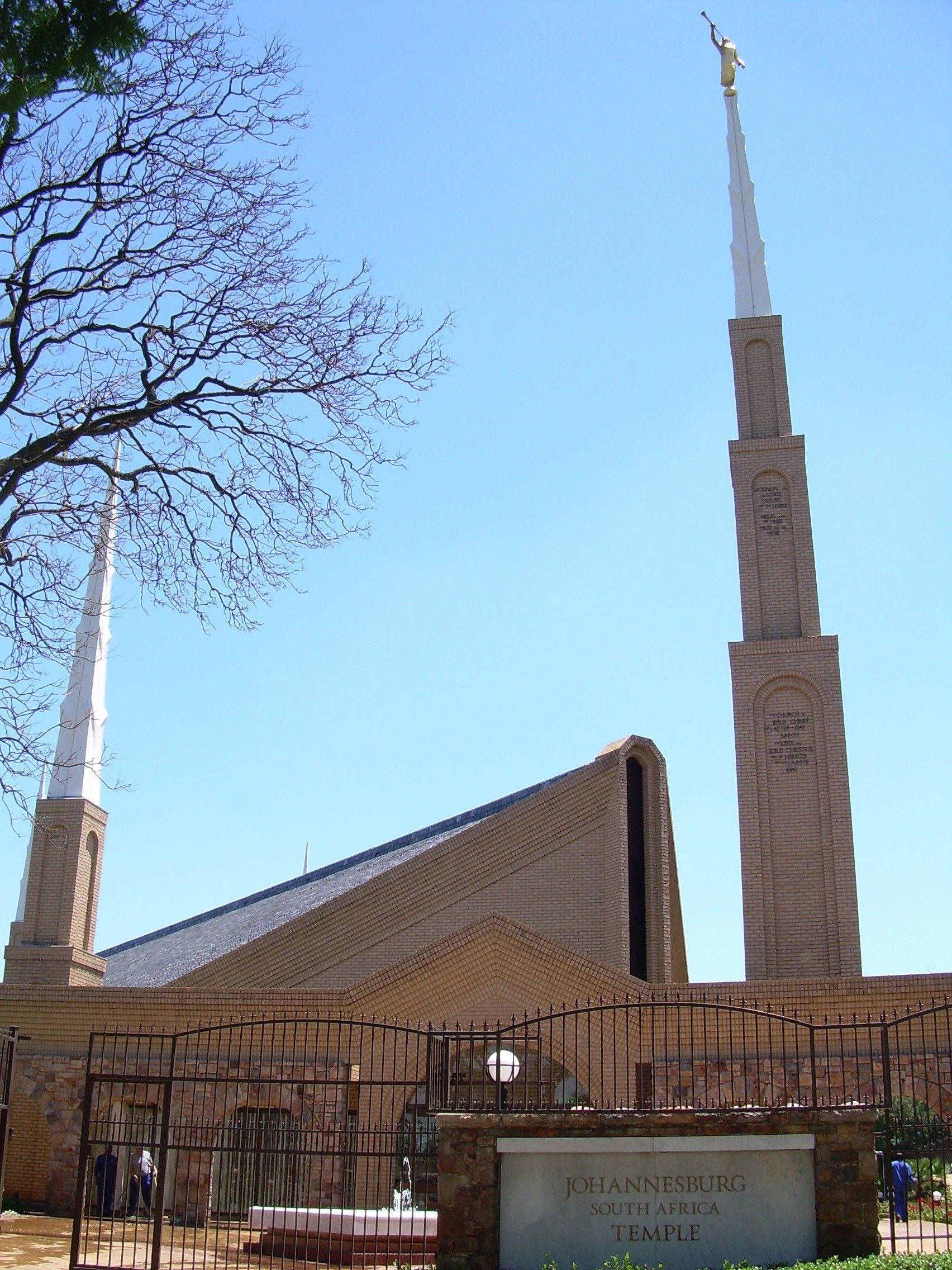 An exterior view of the Johannesburg South Africa Temple.