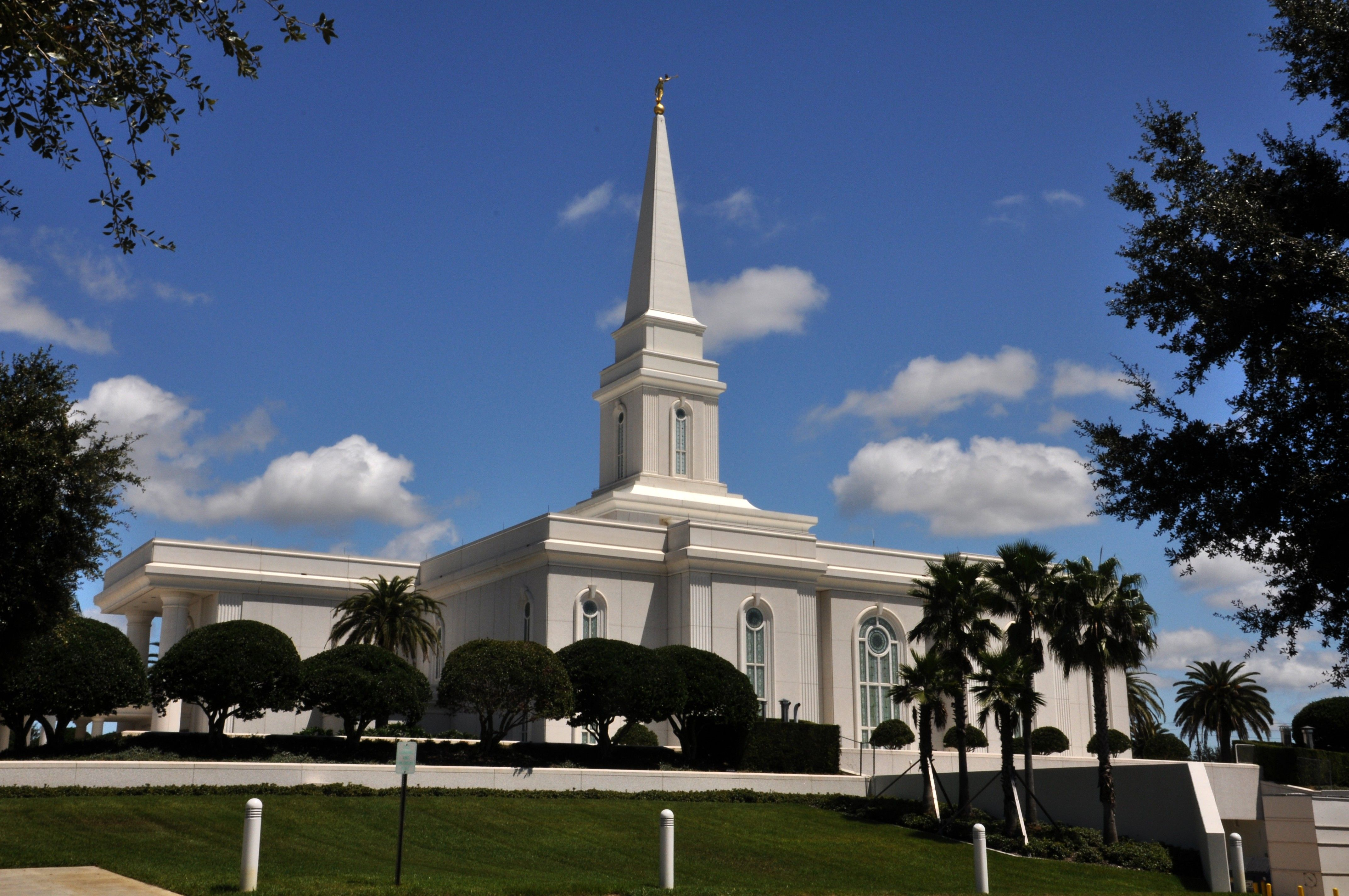 The Orlando Florida Temple and grounds on a sunny day.