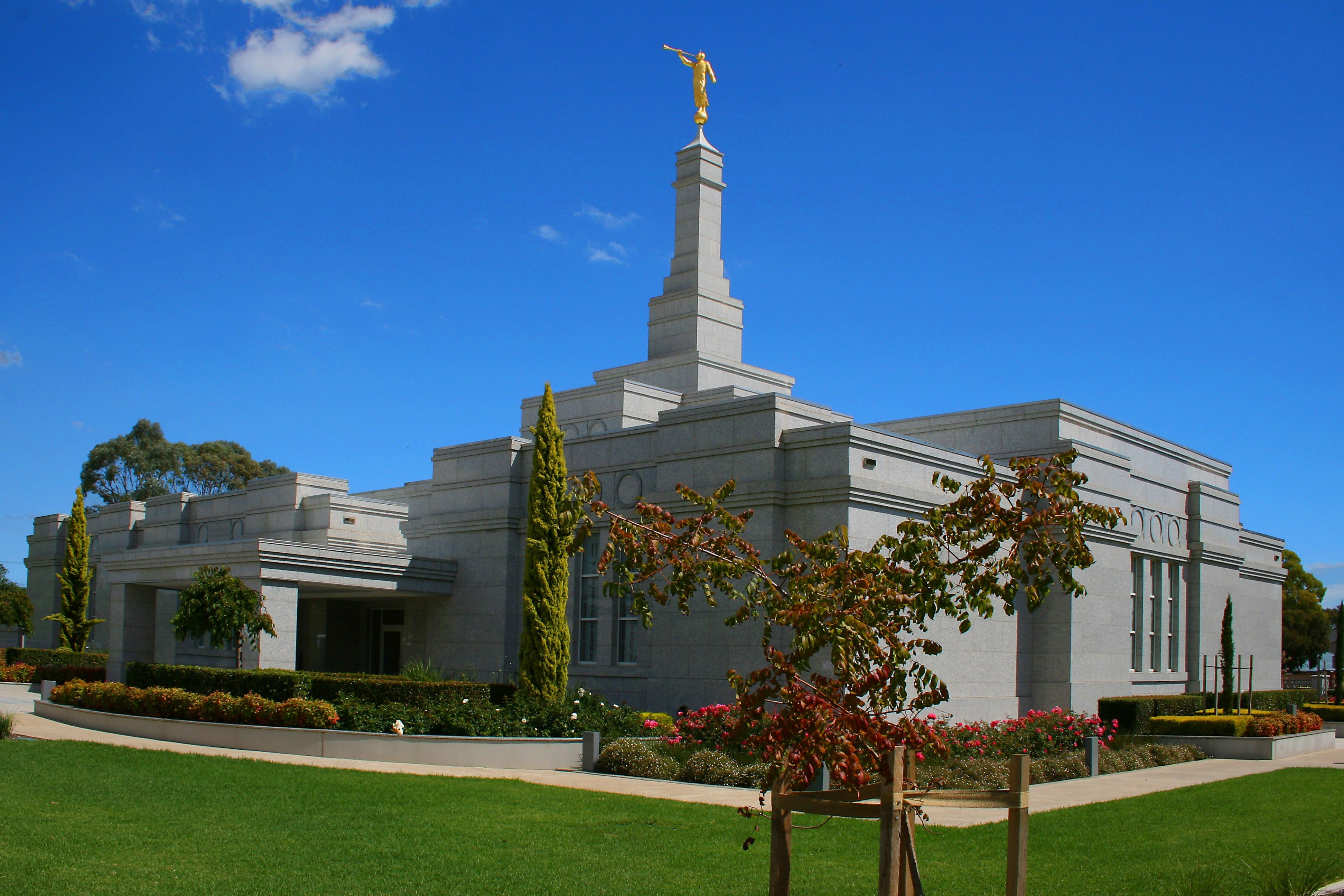 The Adelaide Australia Temple in the daytime.