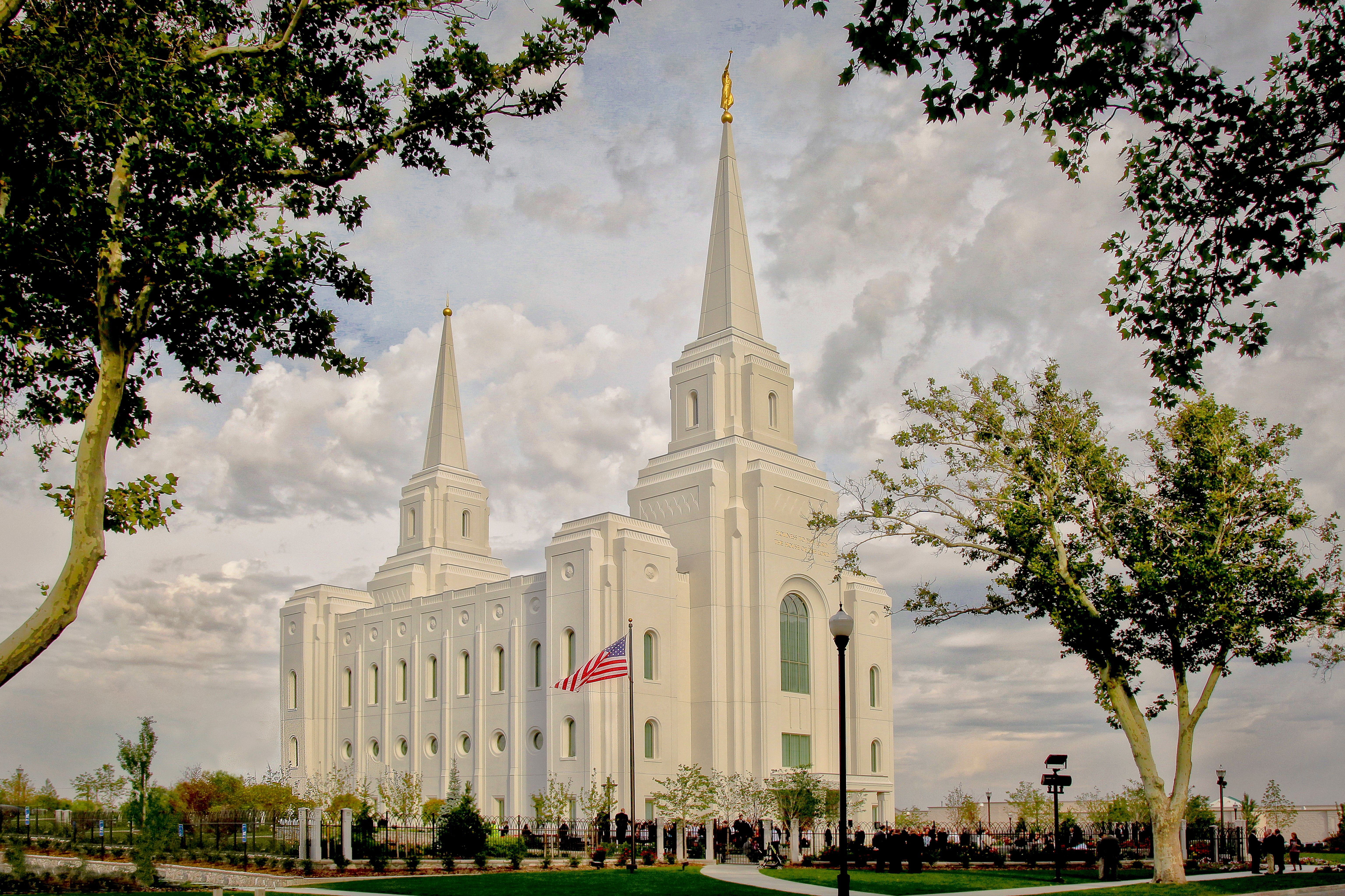 An artist's rendition of the Brigham City Utah Temple and grounds.