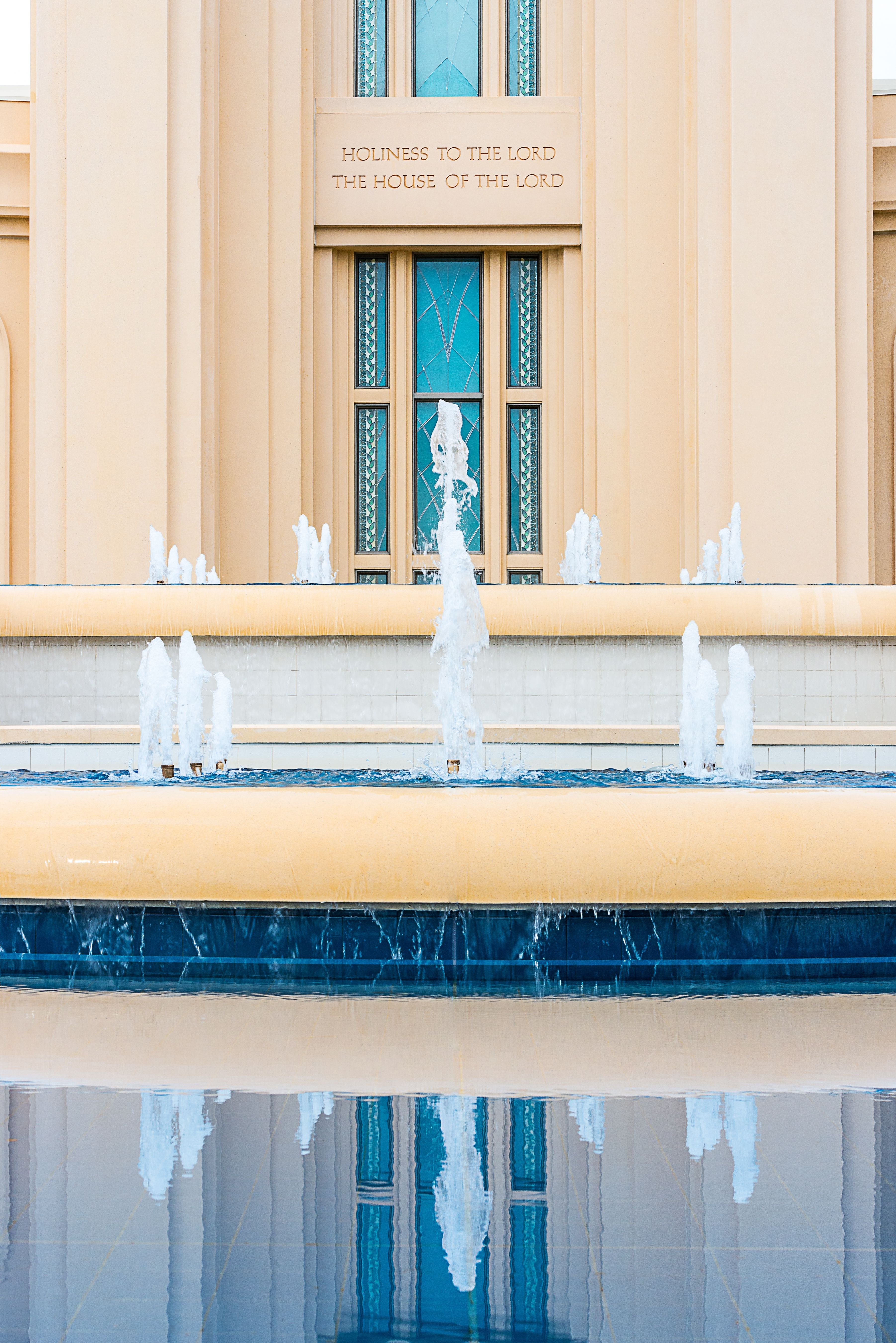 The fountain on the grounds of the Fort Lauderdale Florida Temple.