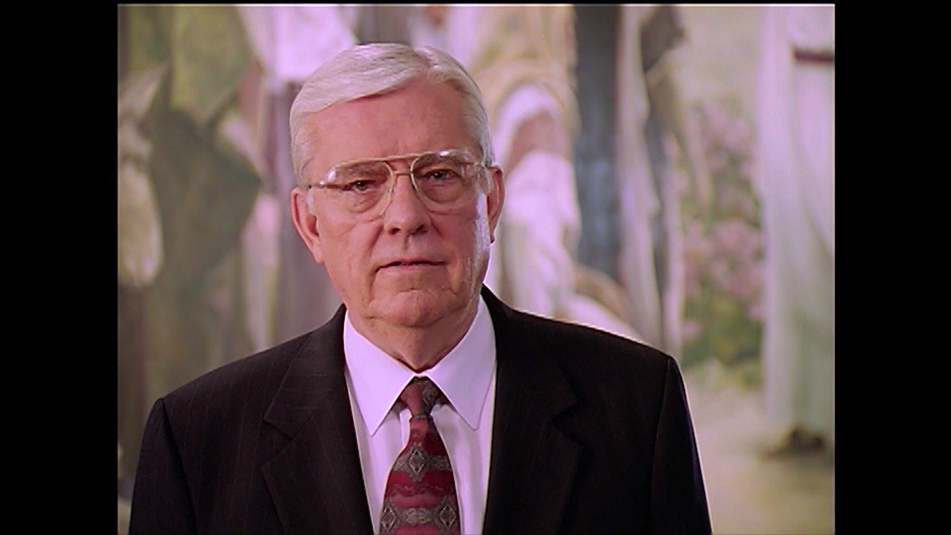 Президент М. Рассел Баллард приносит свое свидетельство о Восстановлении Евангелия Иисуса Христа.
