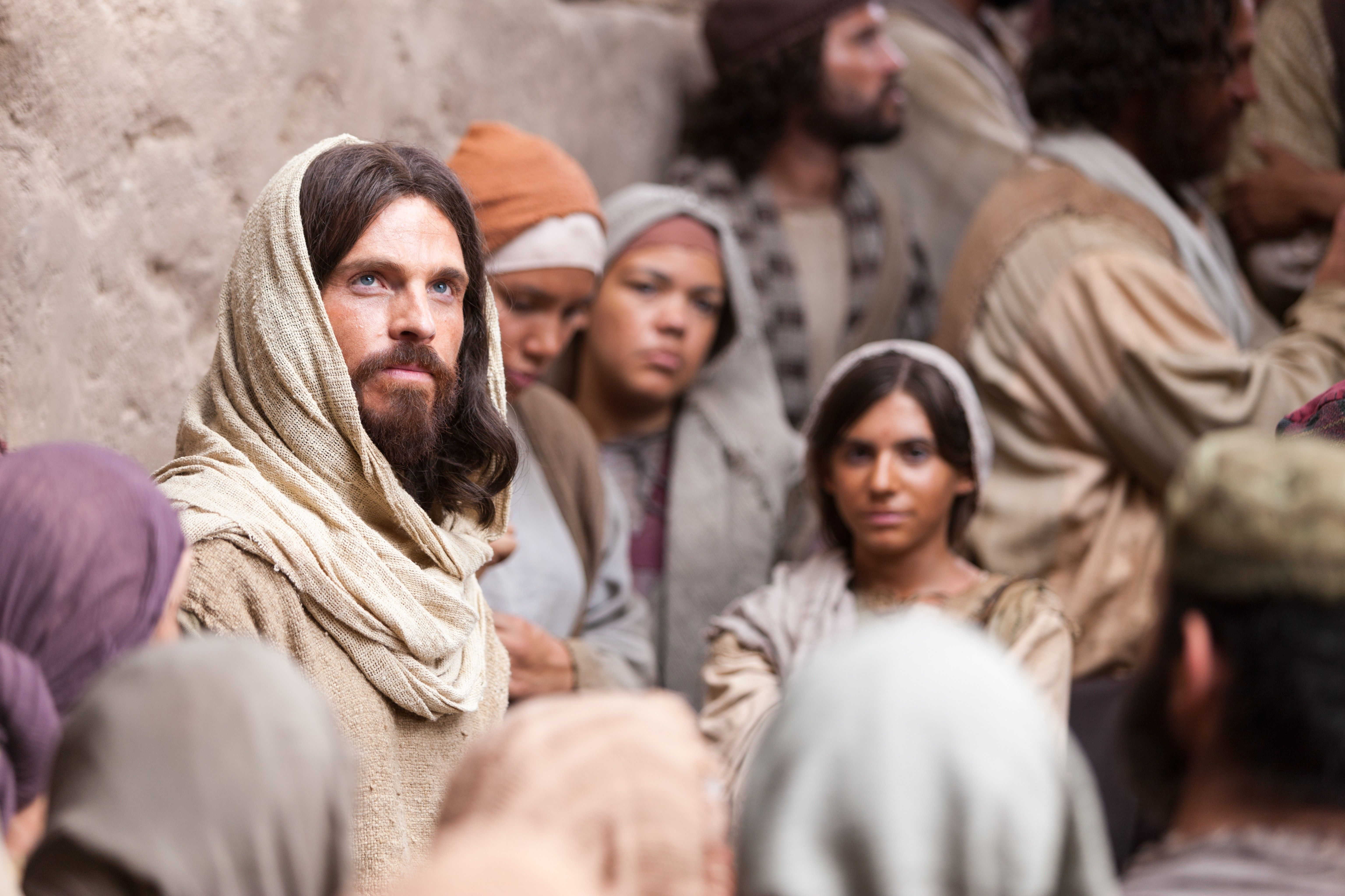 """Jesus teaches a group of people, """"He that believeth on me hath everlasting life."""""""