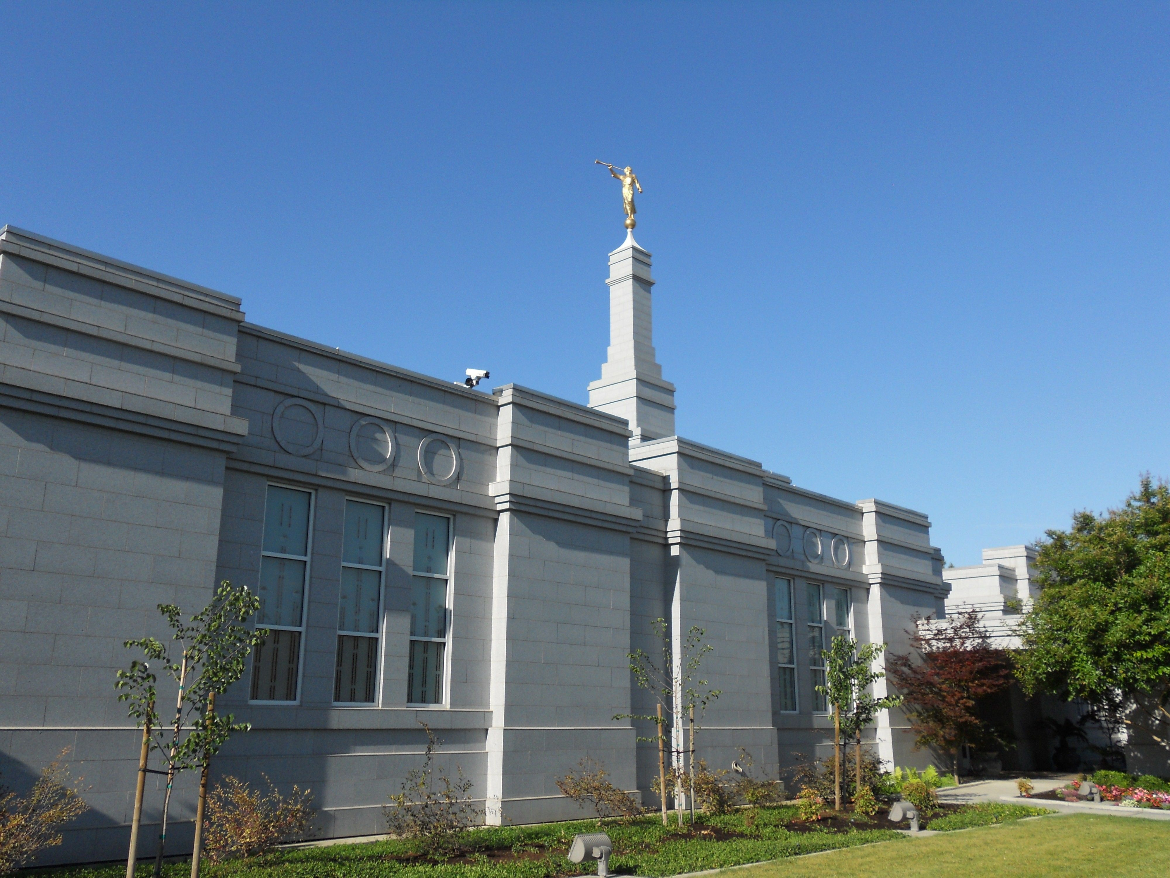 A side view of the Fresno California Temple.