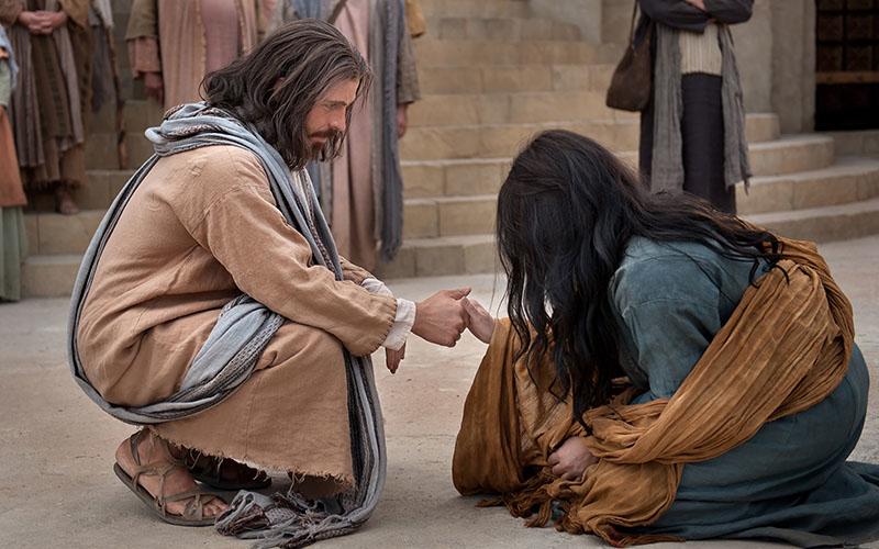Chúa Giê Su Ky Tô chữa lành một phụ nữ có đức tin