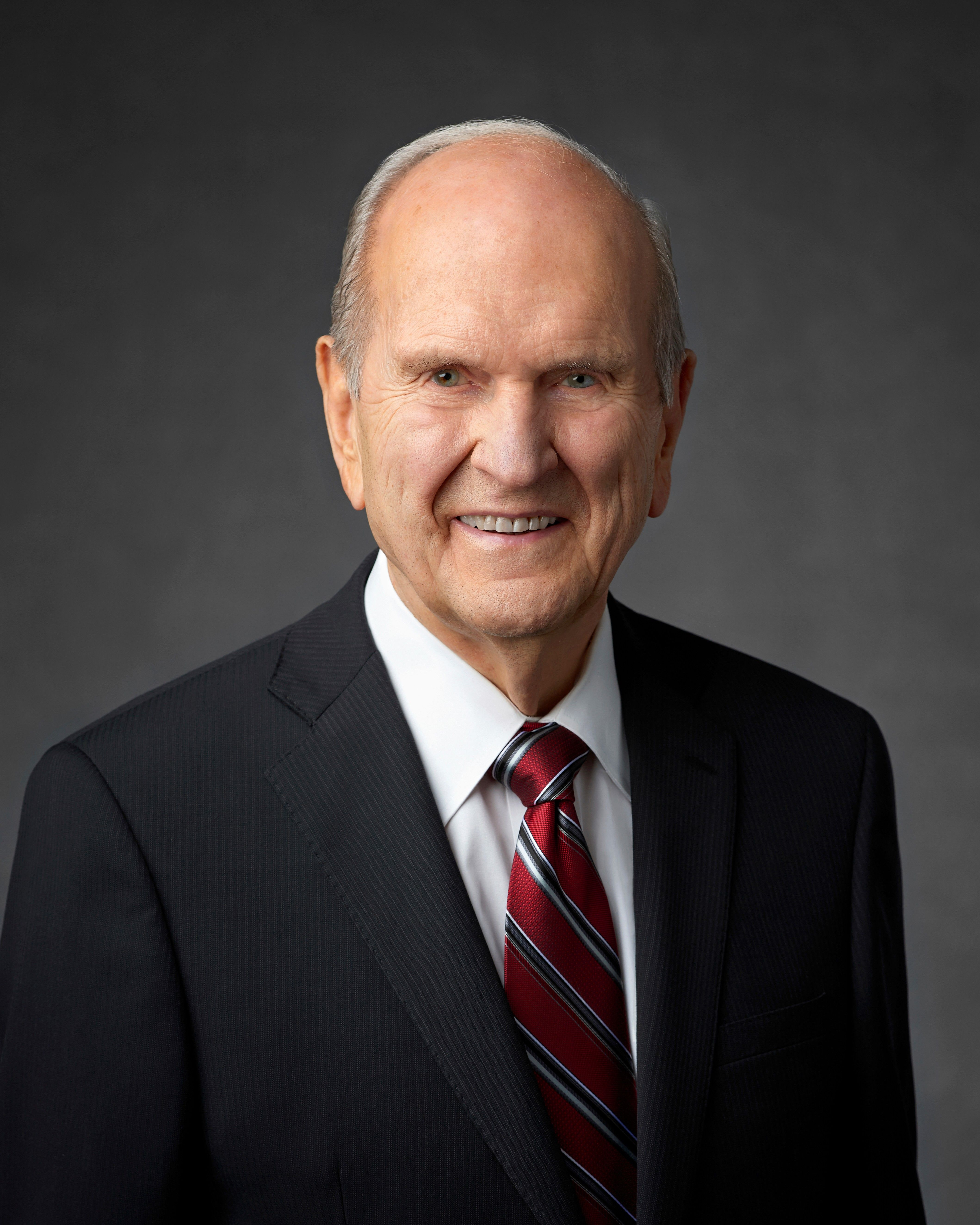 The official portrait of Russell M. Nelson.