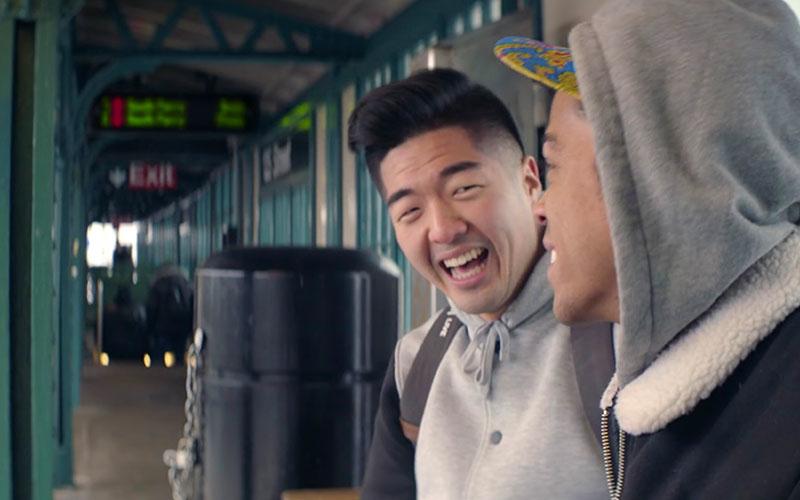 dos hombres riendo