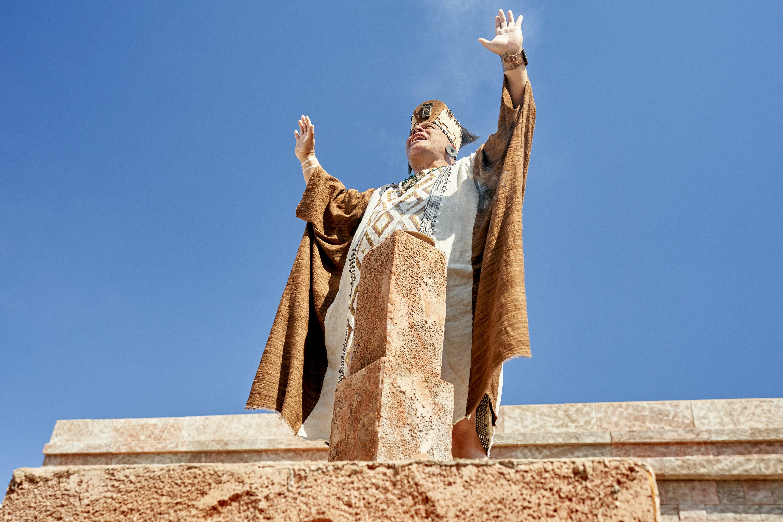 Zoram prays on the Rameumptom in the land of Antionum.