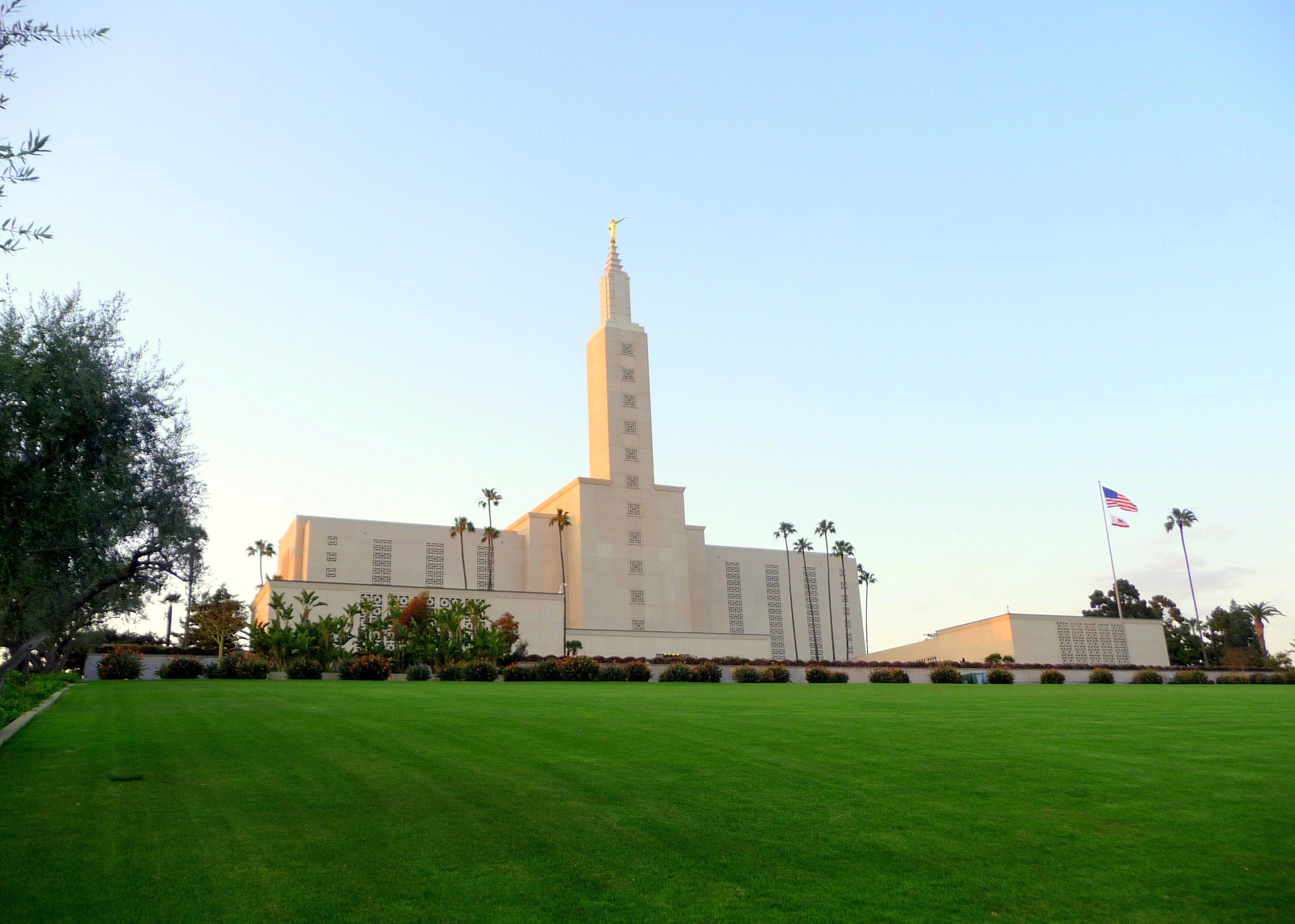 The Los Angeles California Temple and grounds on a clear day.