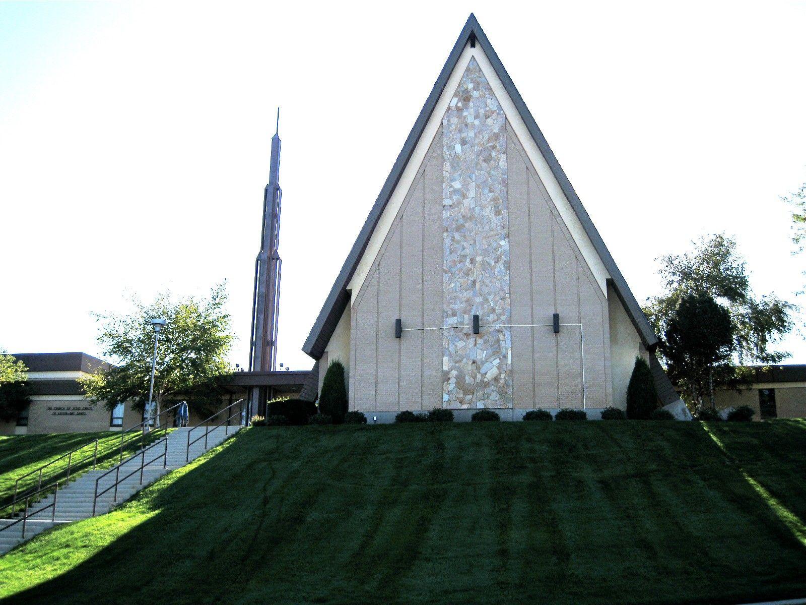 The outside of a chapel in Bountiful, Utah.