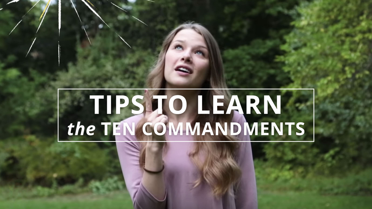A woman explains tips to learn the Ten Commandments