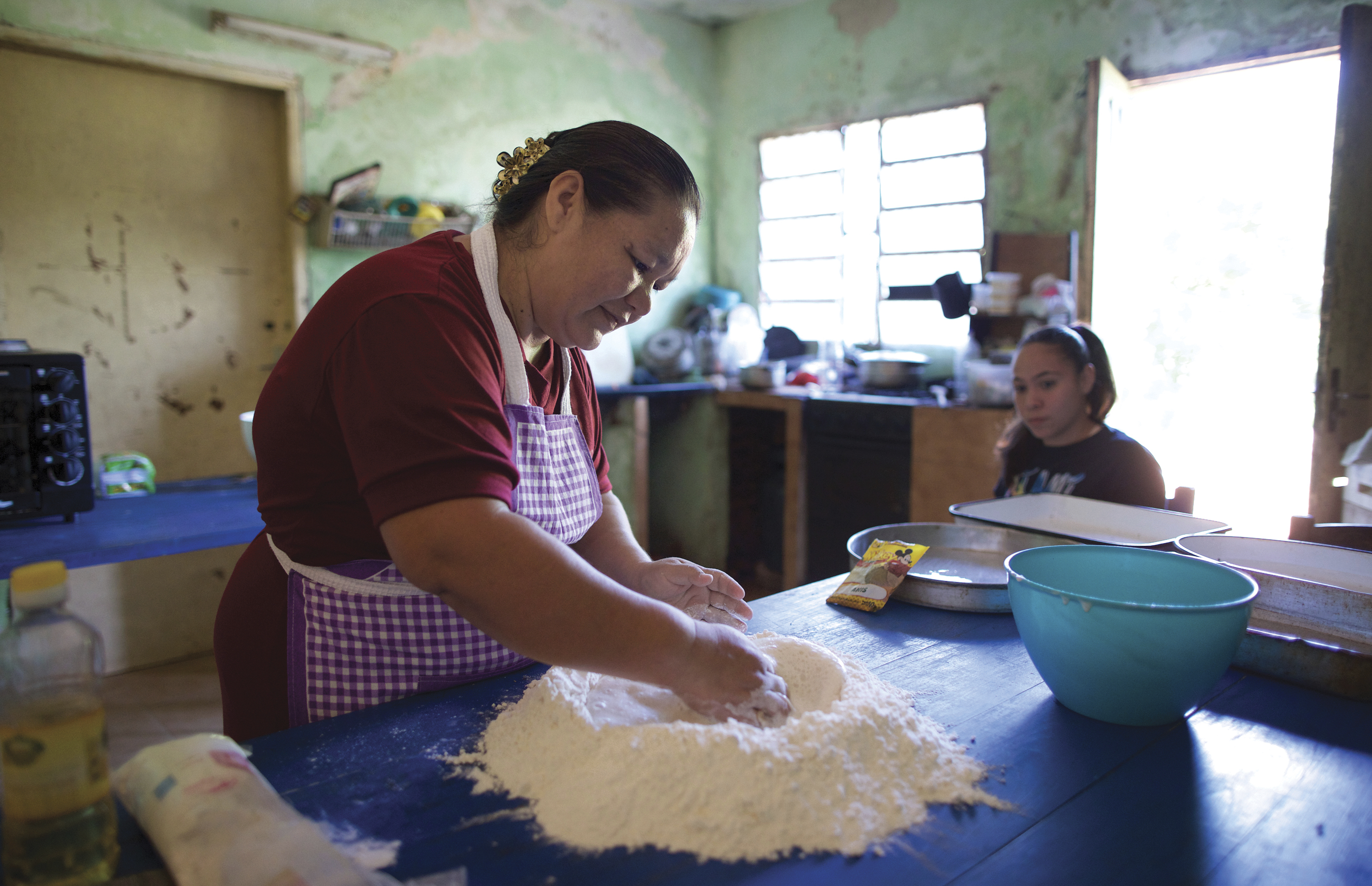 Struggling to make ends meet, Adriana González took one of the Church's self-reliance courses and decided that she could bake and sell bread.