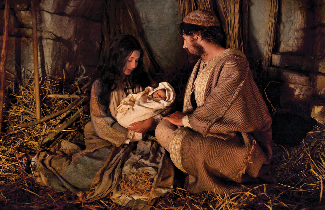 María y José sostienen al niño Jesús