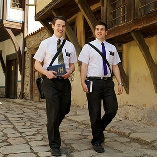 Meet the missionaries | ComeUntoChrist org