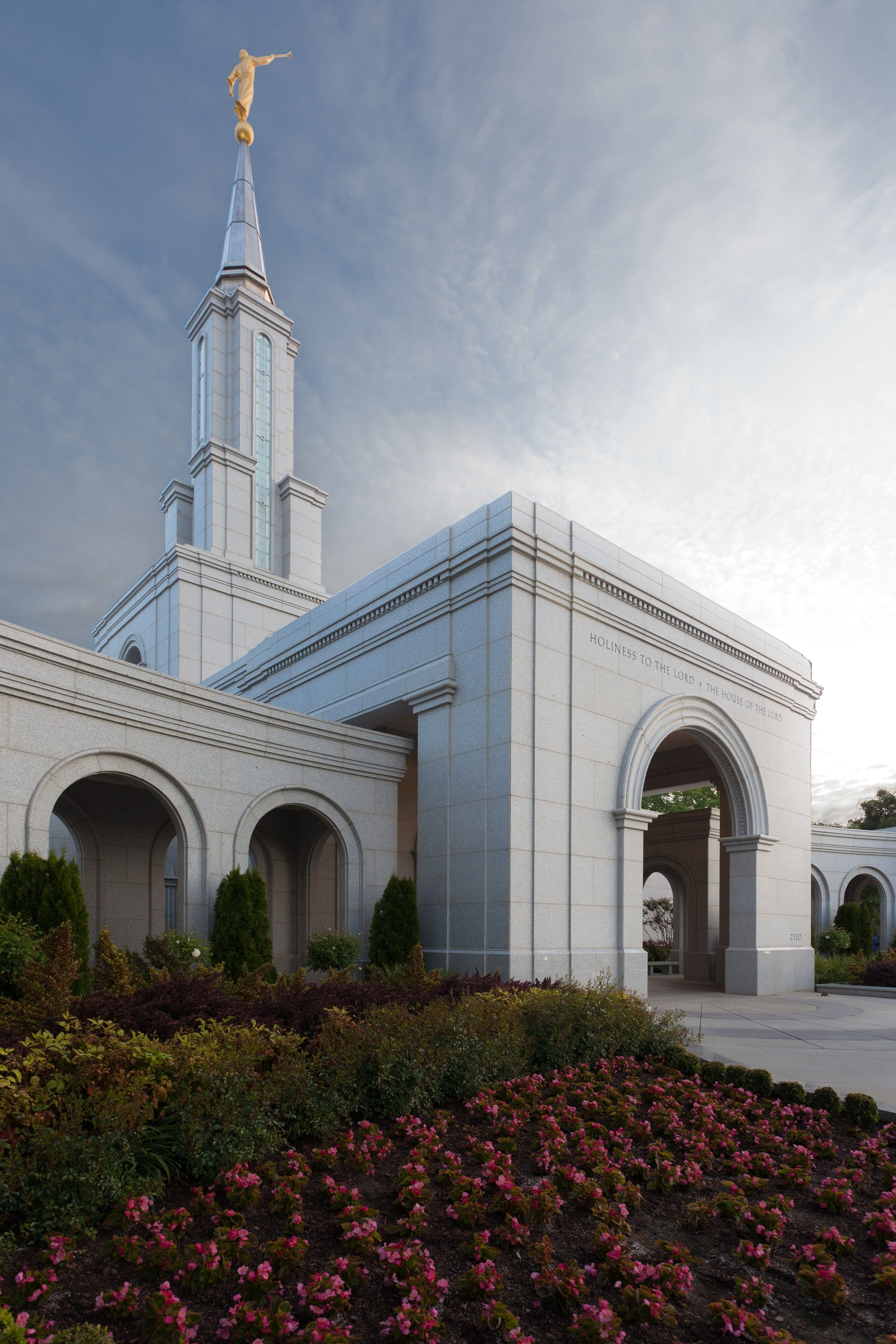 The Sacramento California Temple entrance, including the scenery and spire.