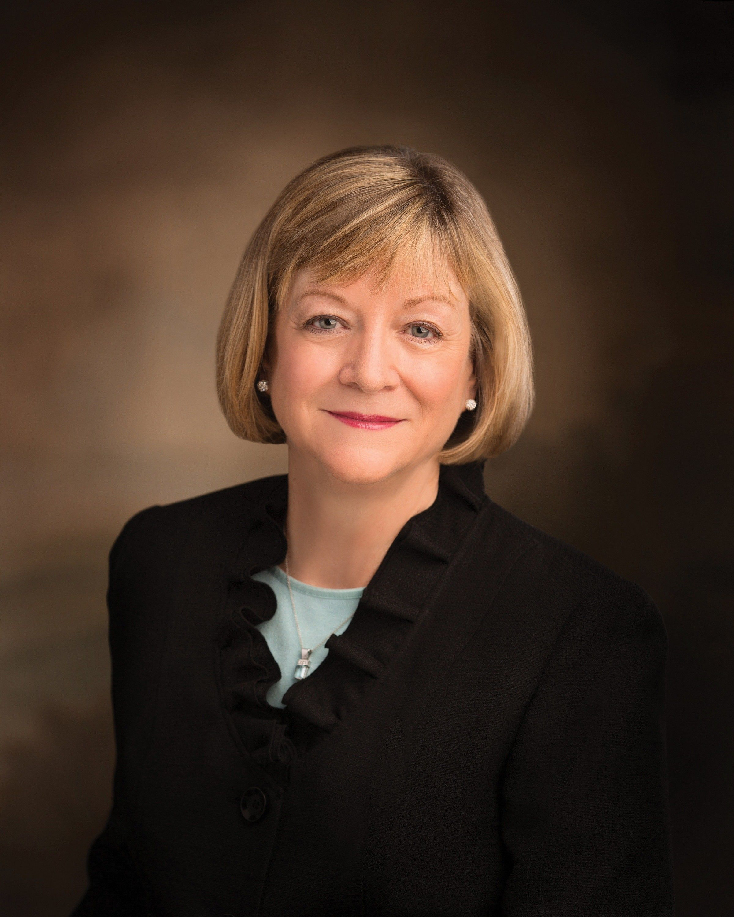 The official portrait of Bonnie L. Oscarson, who served as the 14th general president of the Young Women from 2013 to 2018.