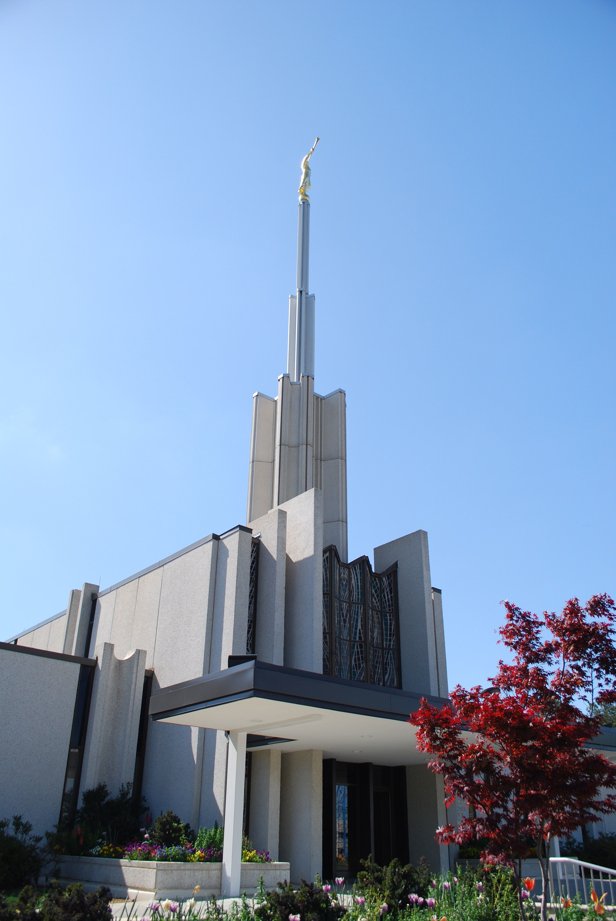 A view of the main entrance to the Atlanta Georgia Temple.