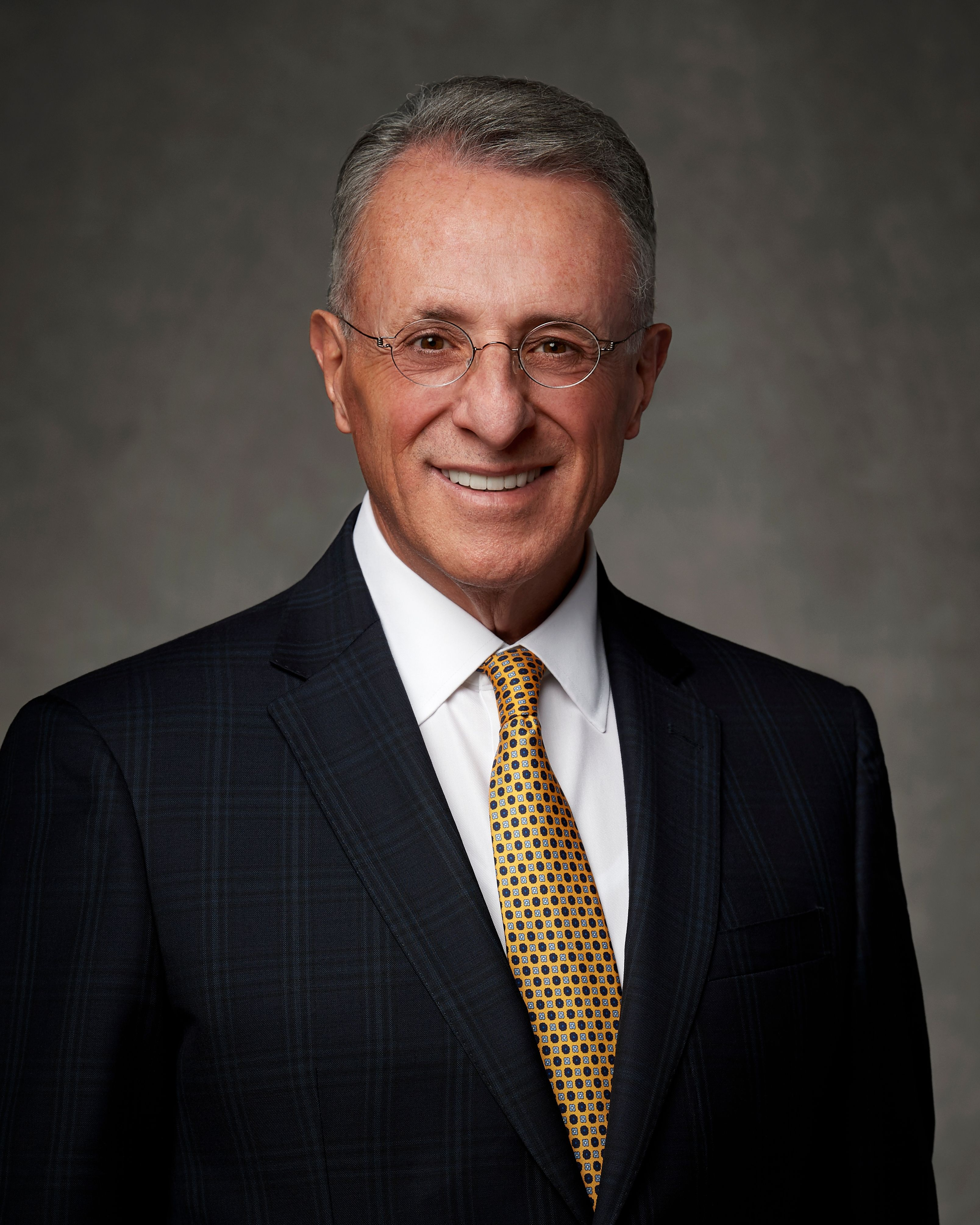 The official portrait of Ulisses Soares.