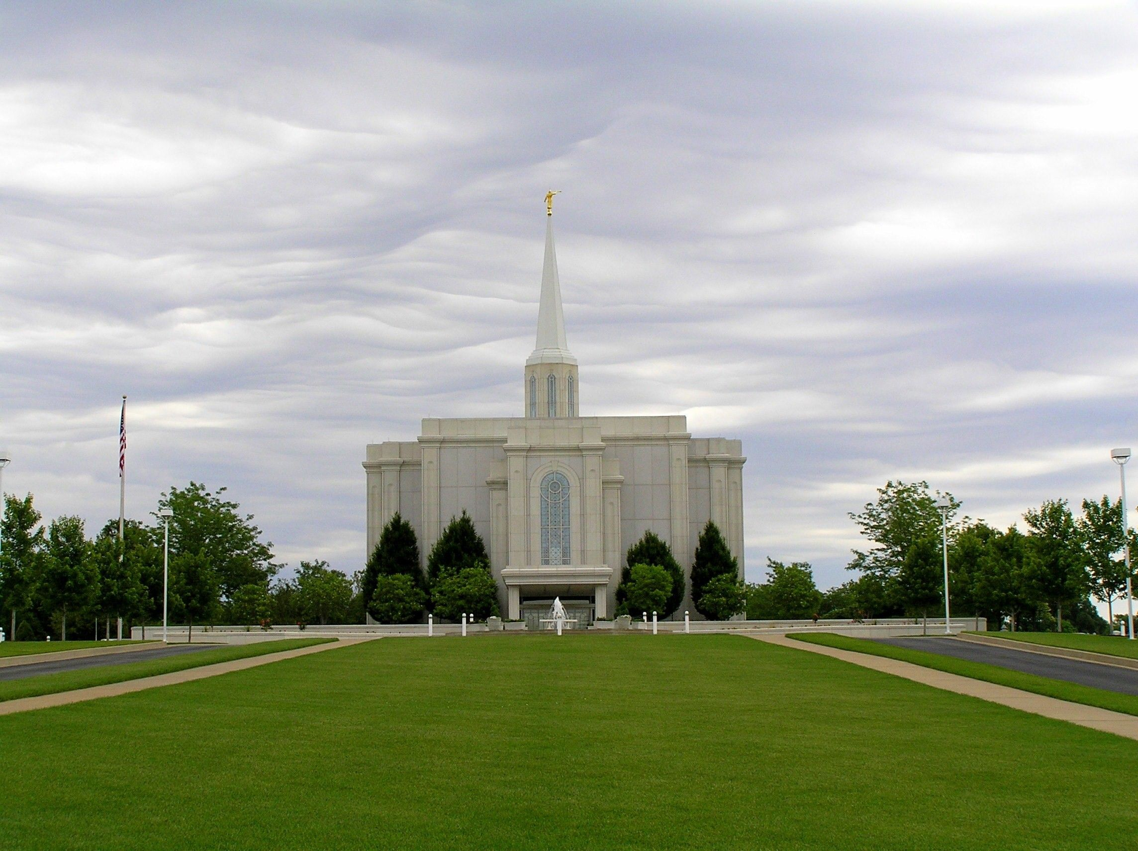 The St. Louis Missouri Temple and lawn on a cloudy day.