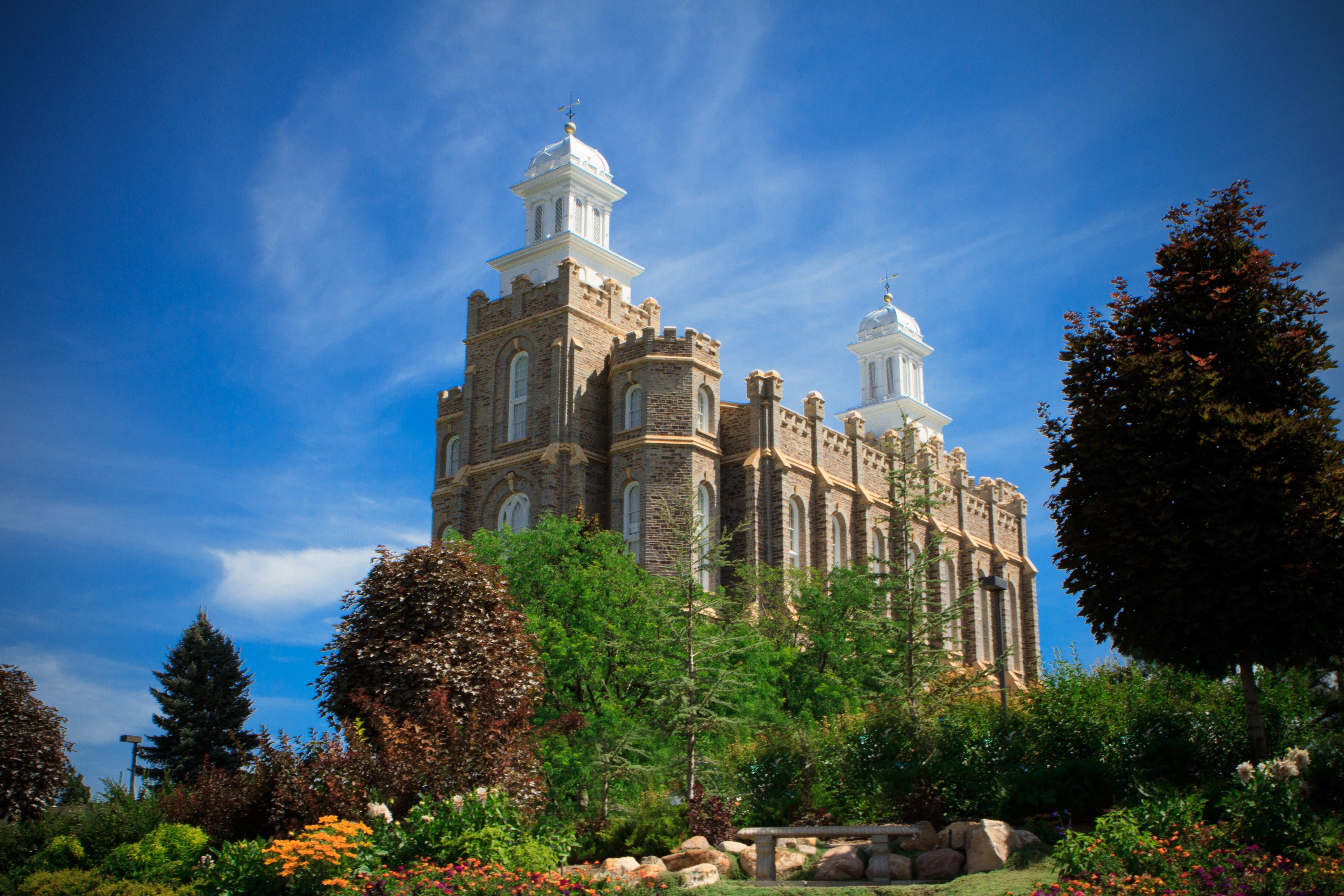 The entire Logan Utah Temple, including scenery.