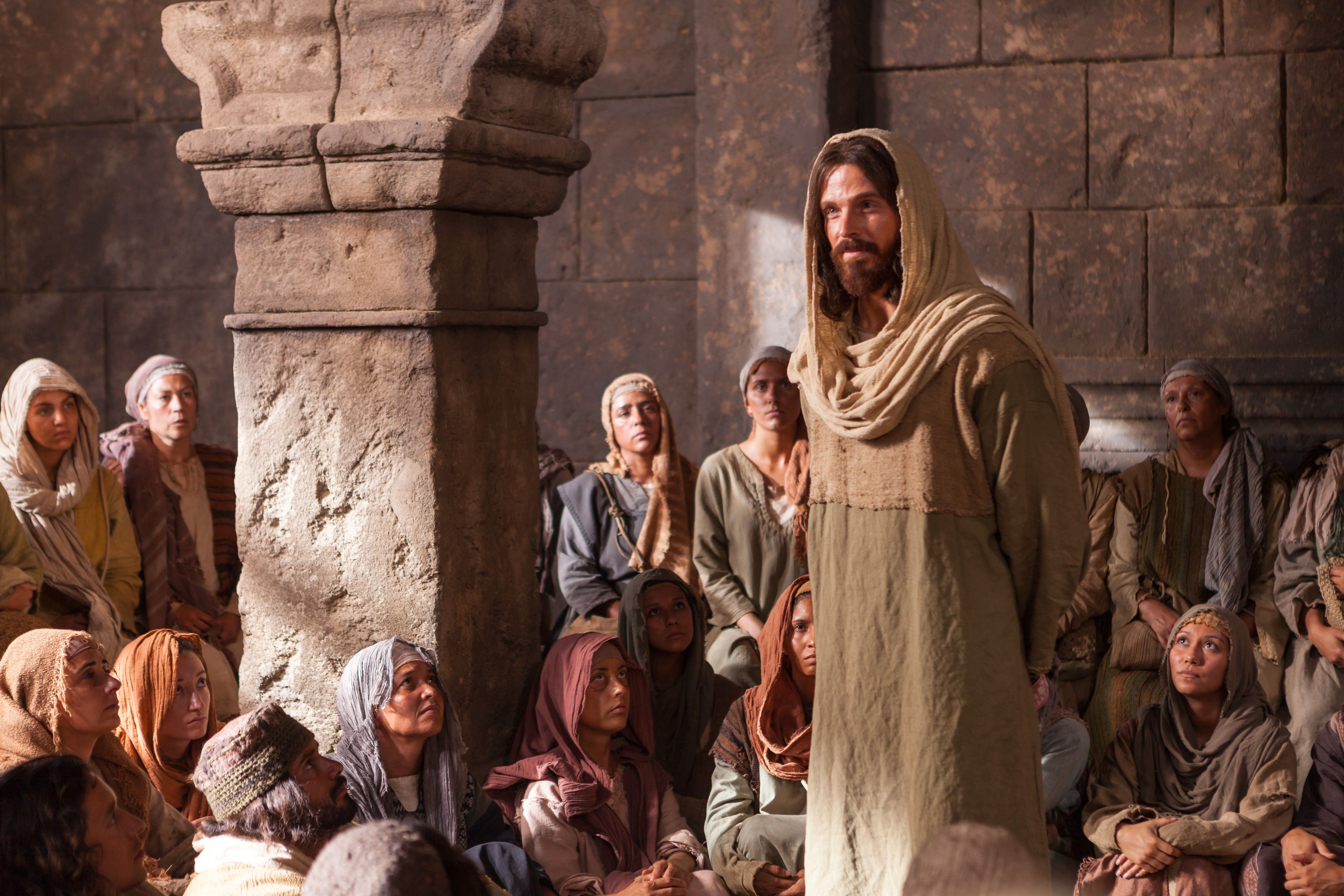 """Jesus telling a group of people, """"I am the bread of life."""""""