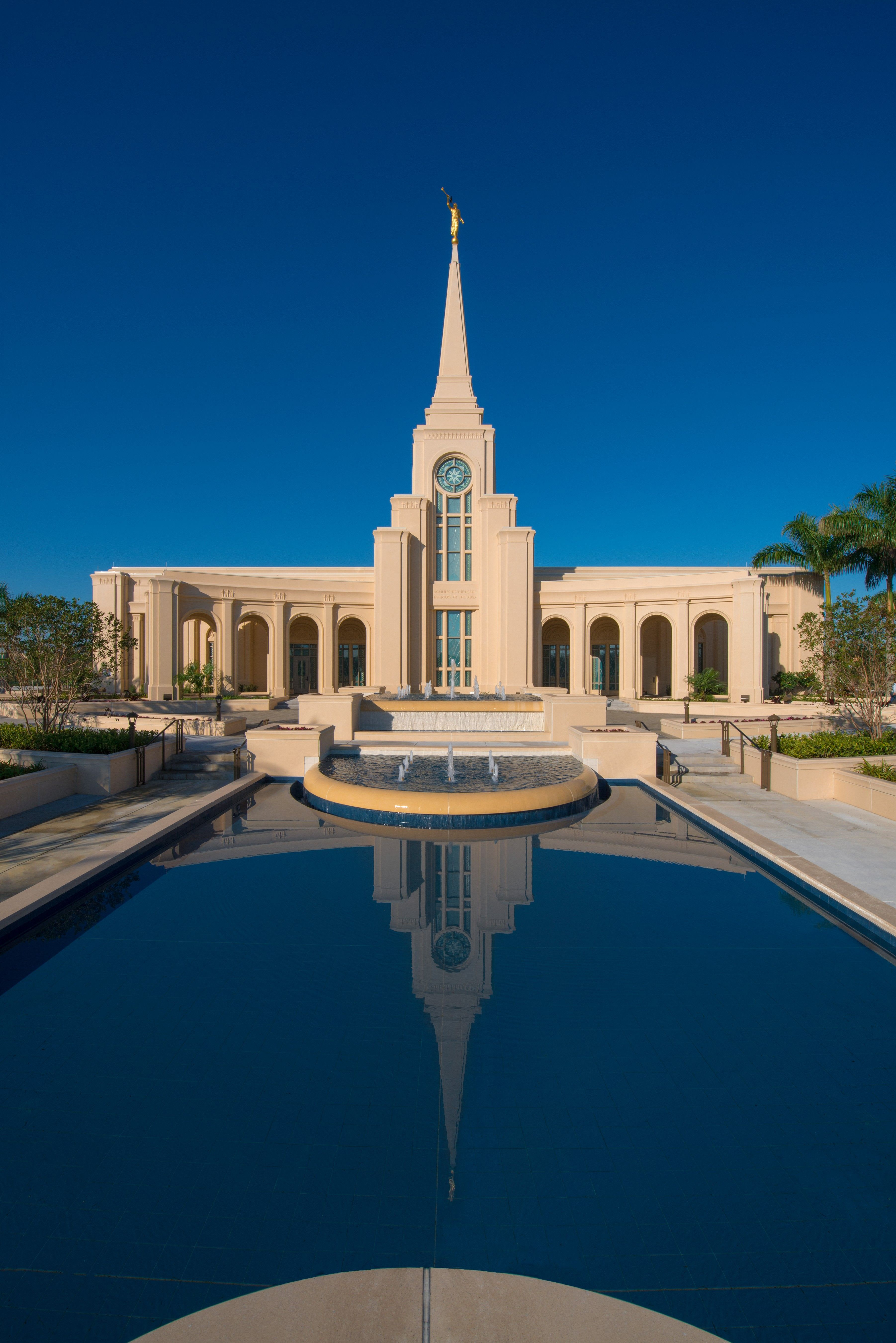 A reflection pool on the grounds of the Fort Lauderdale Florida Temple.