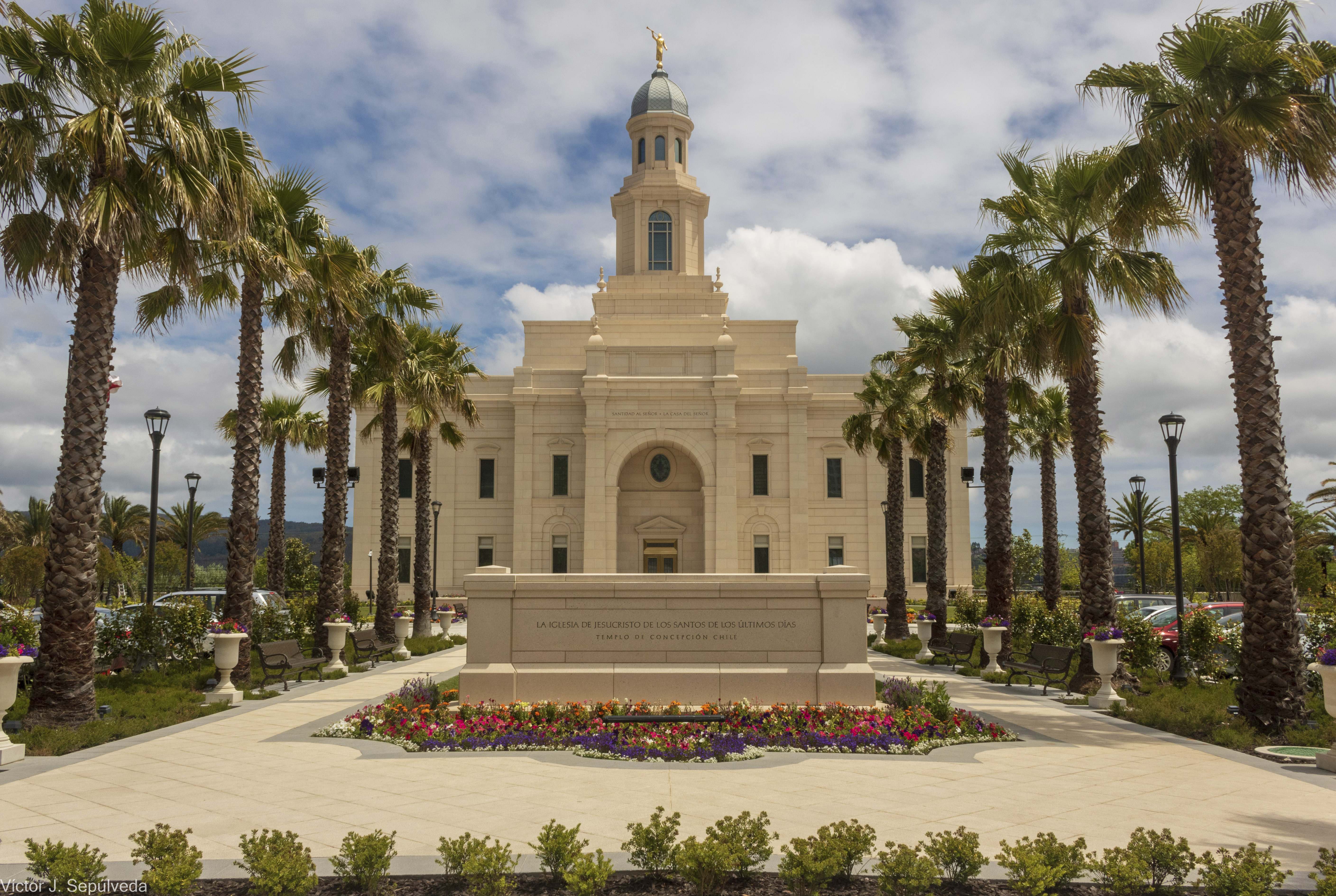 A full view of the Concepción Chile Temple and grounds.