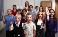 children singing with puppets