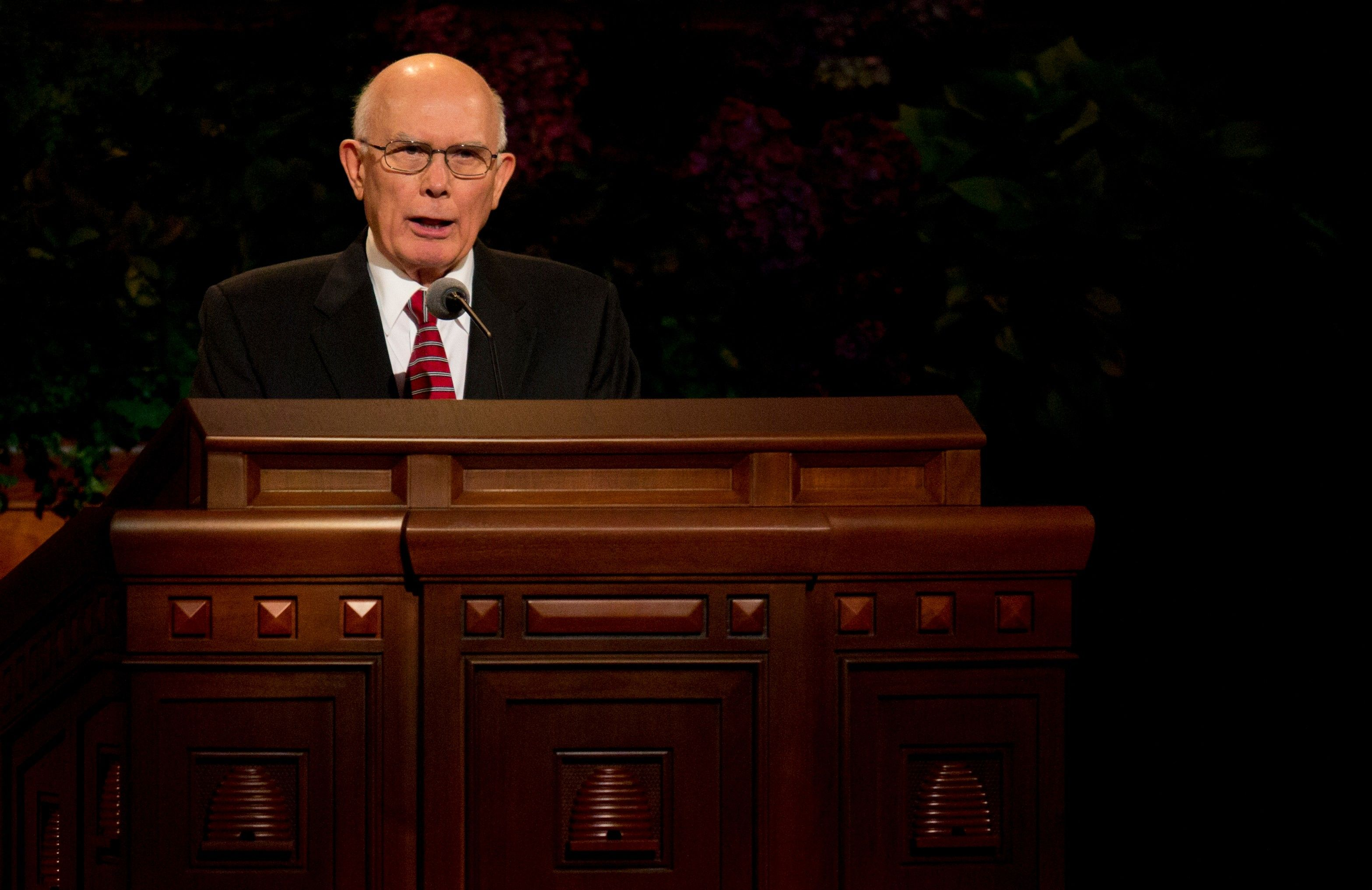 Dallin H. Oaks standing and addressing the congregation at general conference.