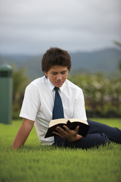 Scriptures study and teaching. Youth. Male