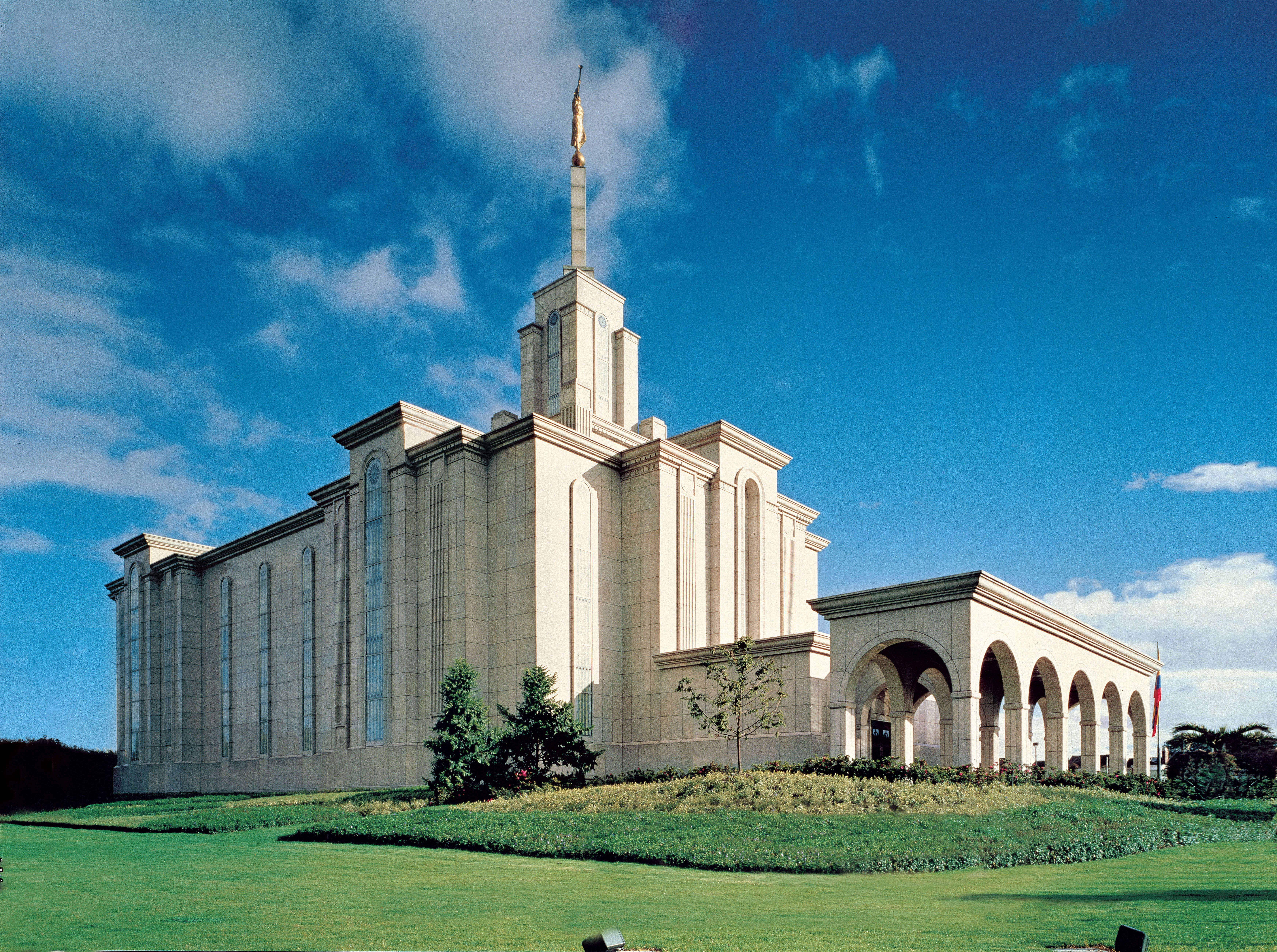 The exterior of the Bogotá Colombia Temple.