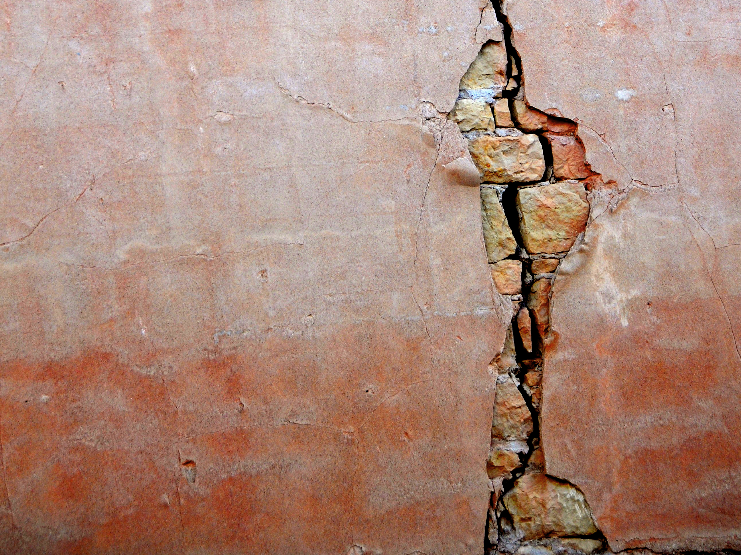 wall with vertical break