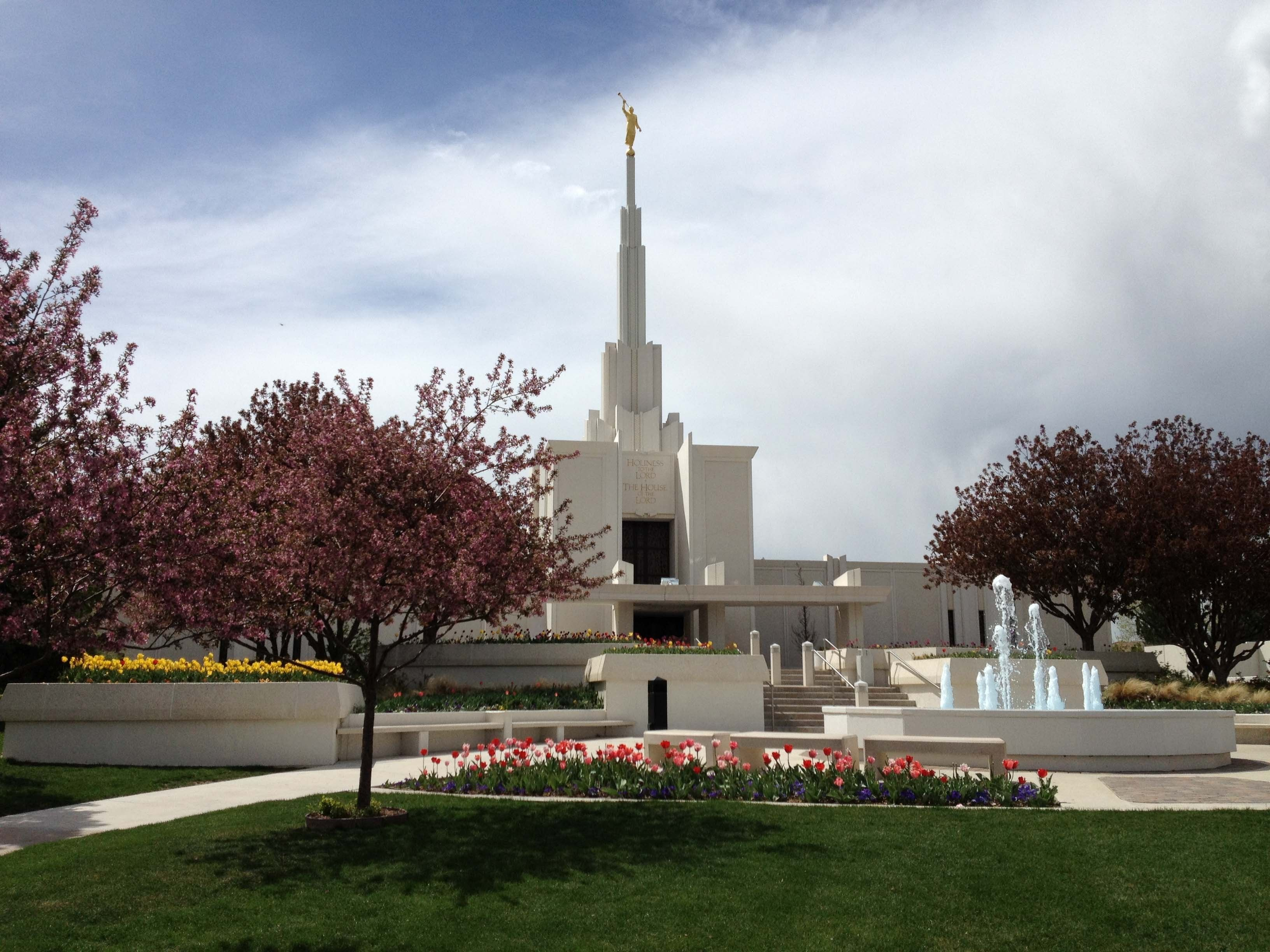 An exterior view of the Denver Colorado Temple and grounds.