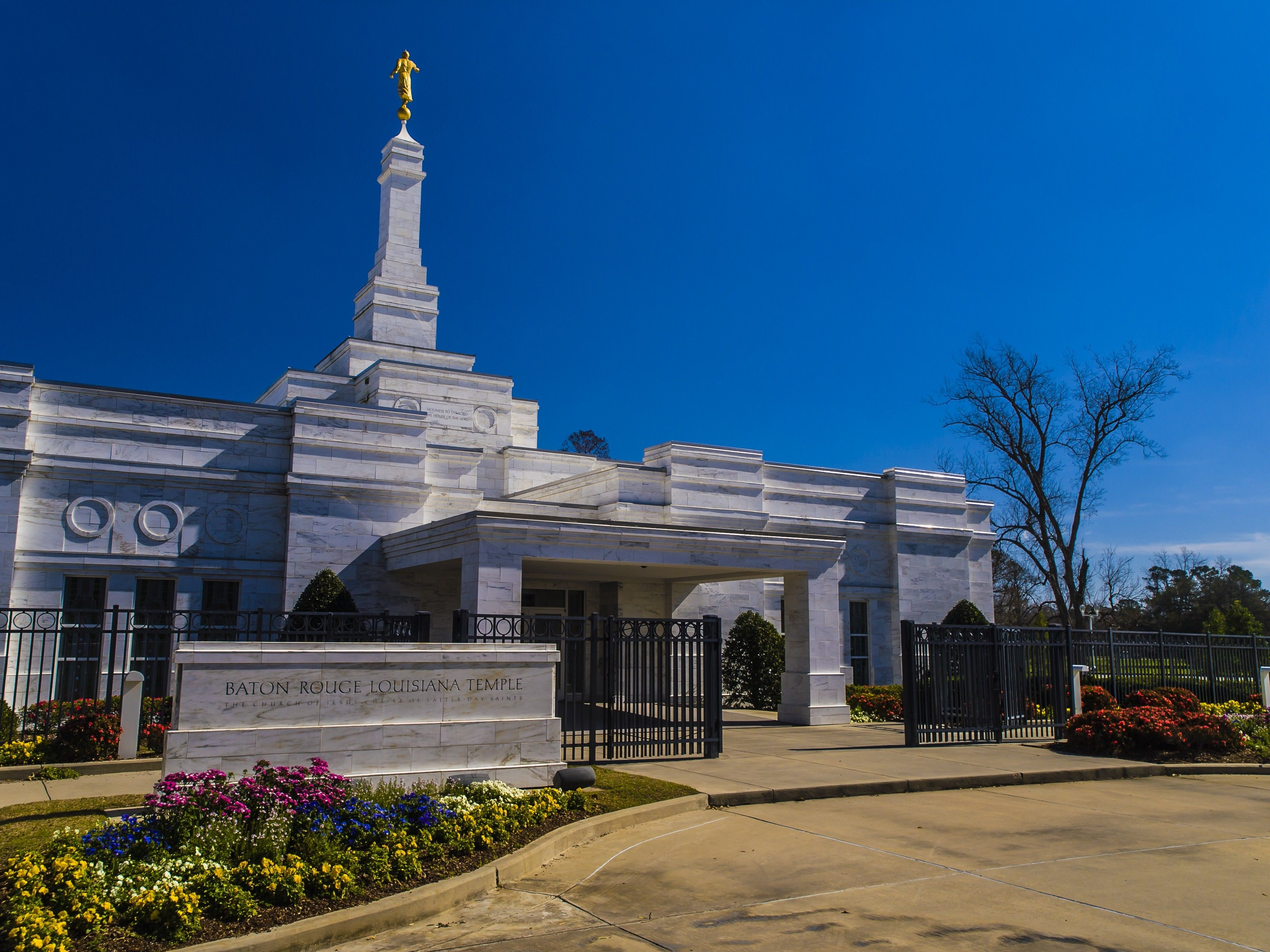The main entrance to the Baton Rouge Louisiana Temple welcomes members.