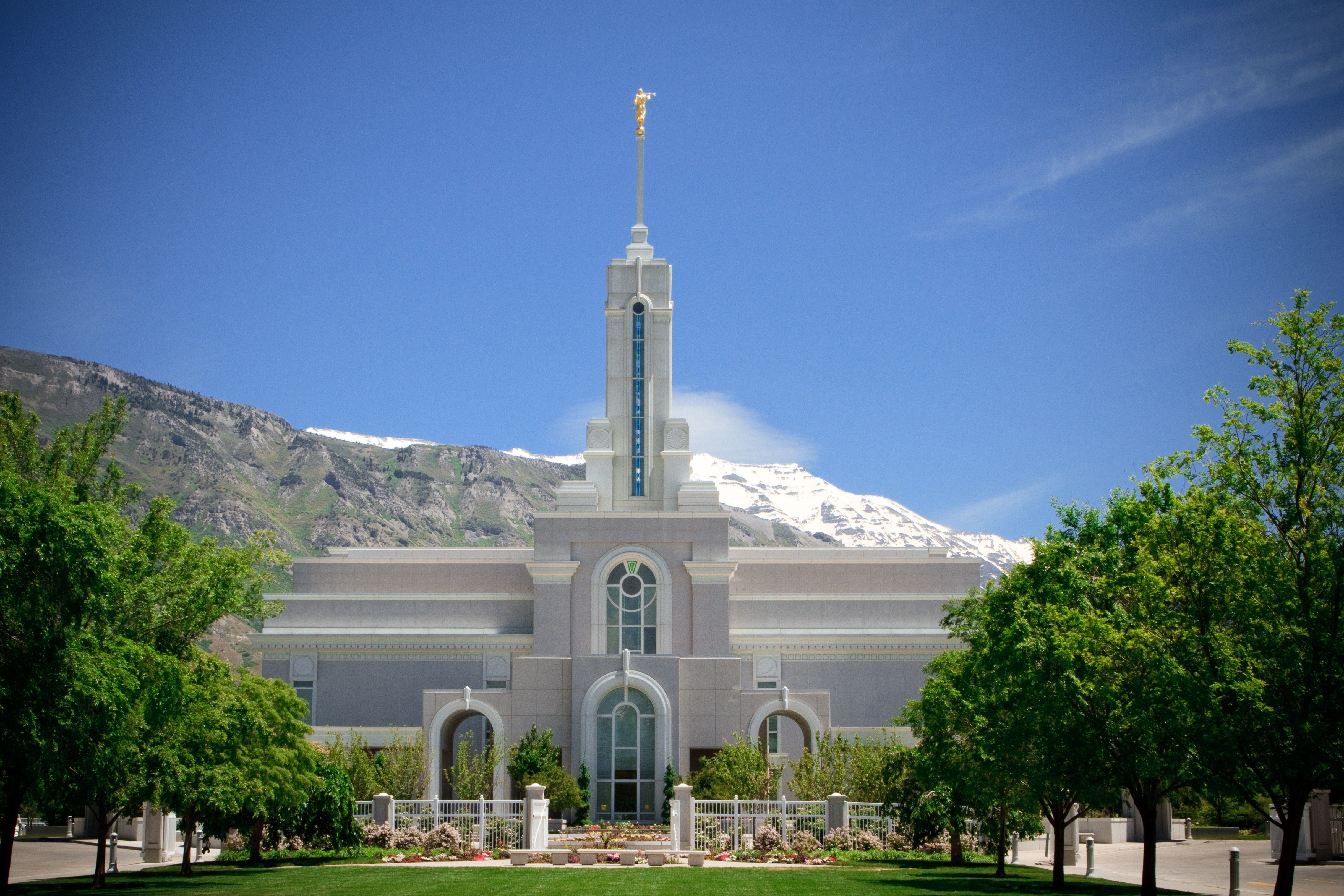 The Mount Timpanogos Utah Temple on a sunny day.