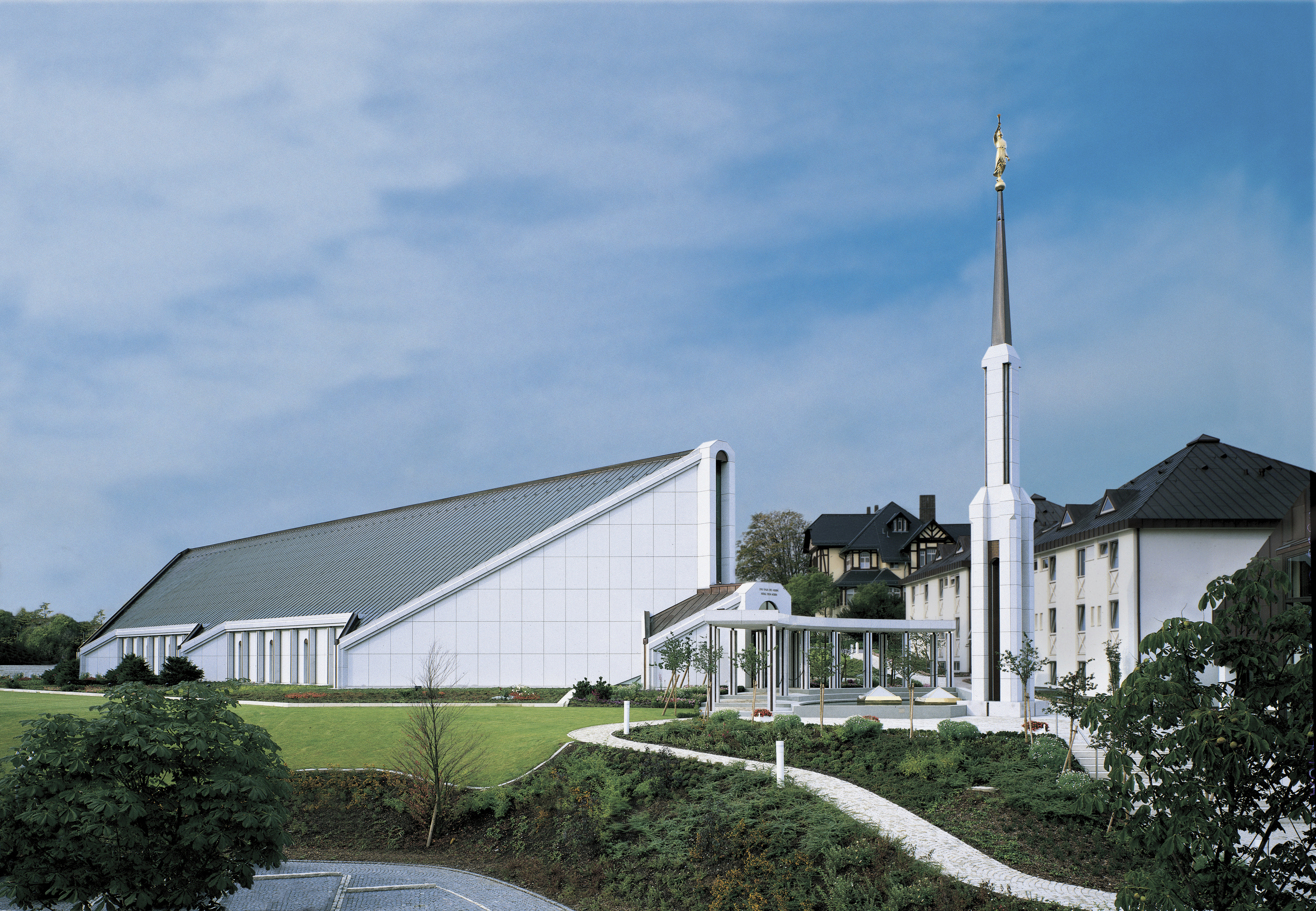 An exterior view of the Frankfurt Germany Temple.