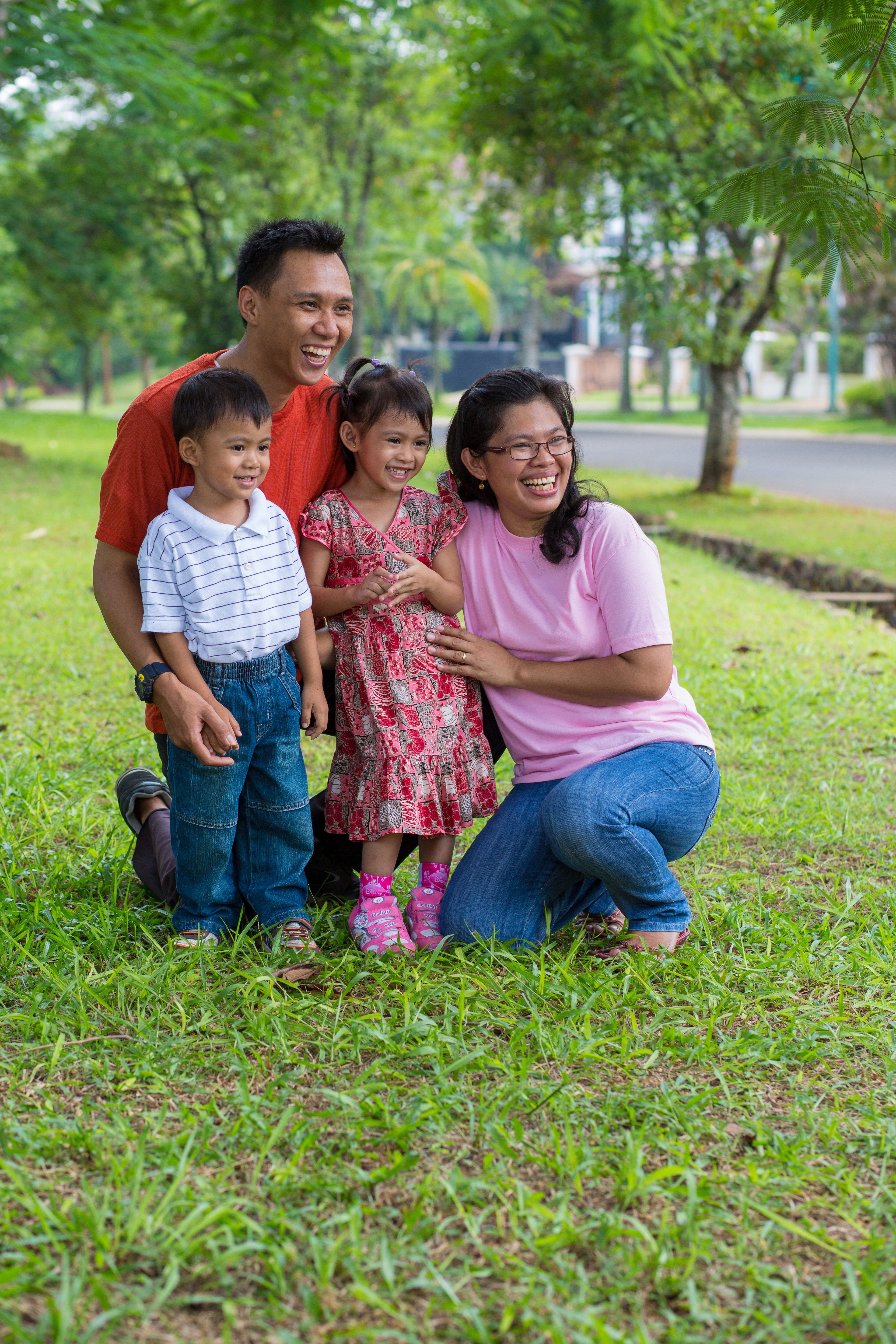A portrait of a family from Indonesia.