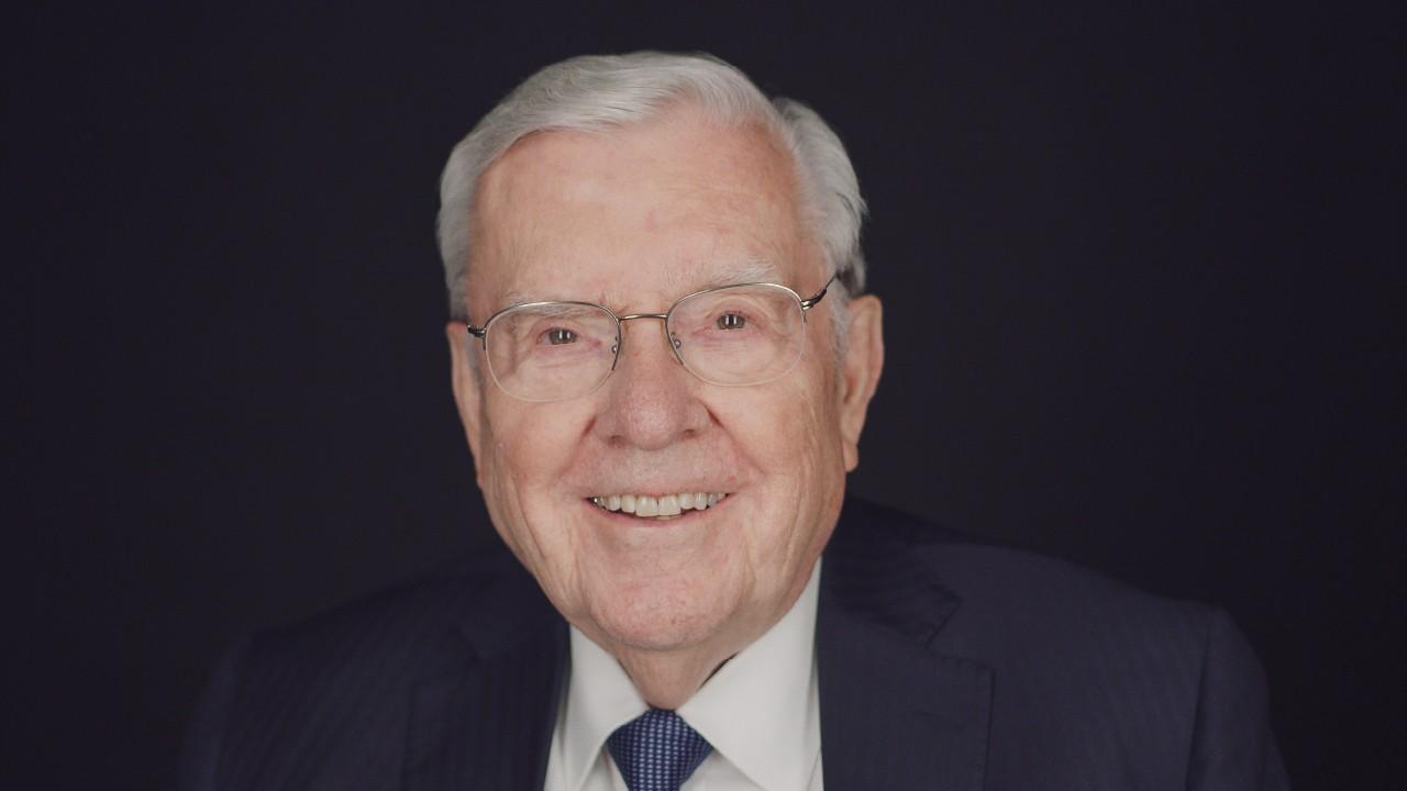 Como você pode #OuvirOSenhor? O presidente M. Russell Ballard diz que encontrar paz em meio ao caos da vida pode aproximá-lo do céu.