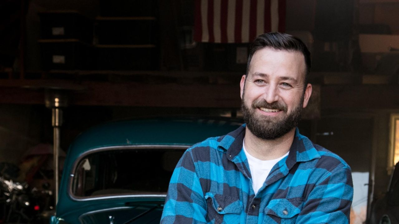 Jared works on restoring a vintage car while explaining how the Book of Mormon has brought him closer to Jesus Christ