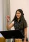 Remaja putri memimpin musik