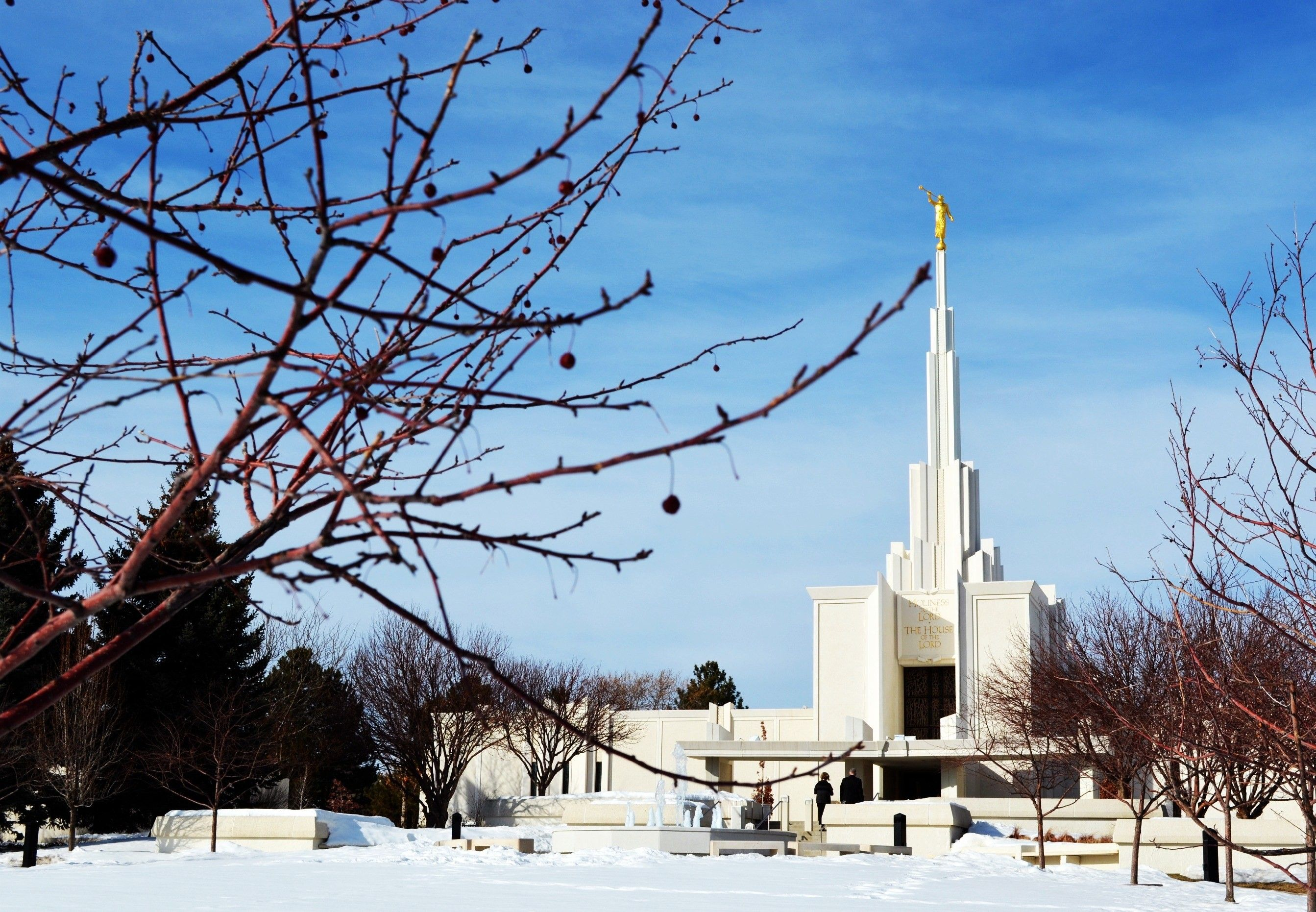 A view of the Denver Colorado Temple and grounds in the wintertime.