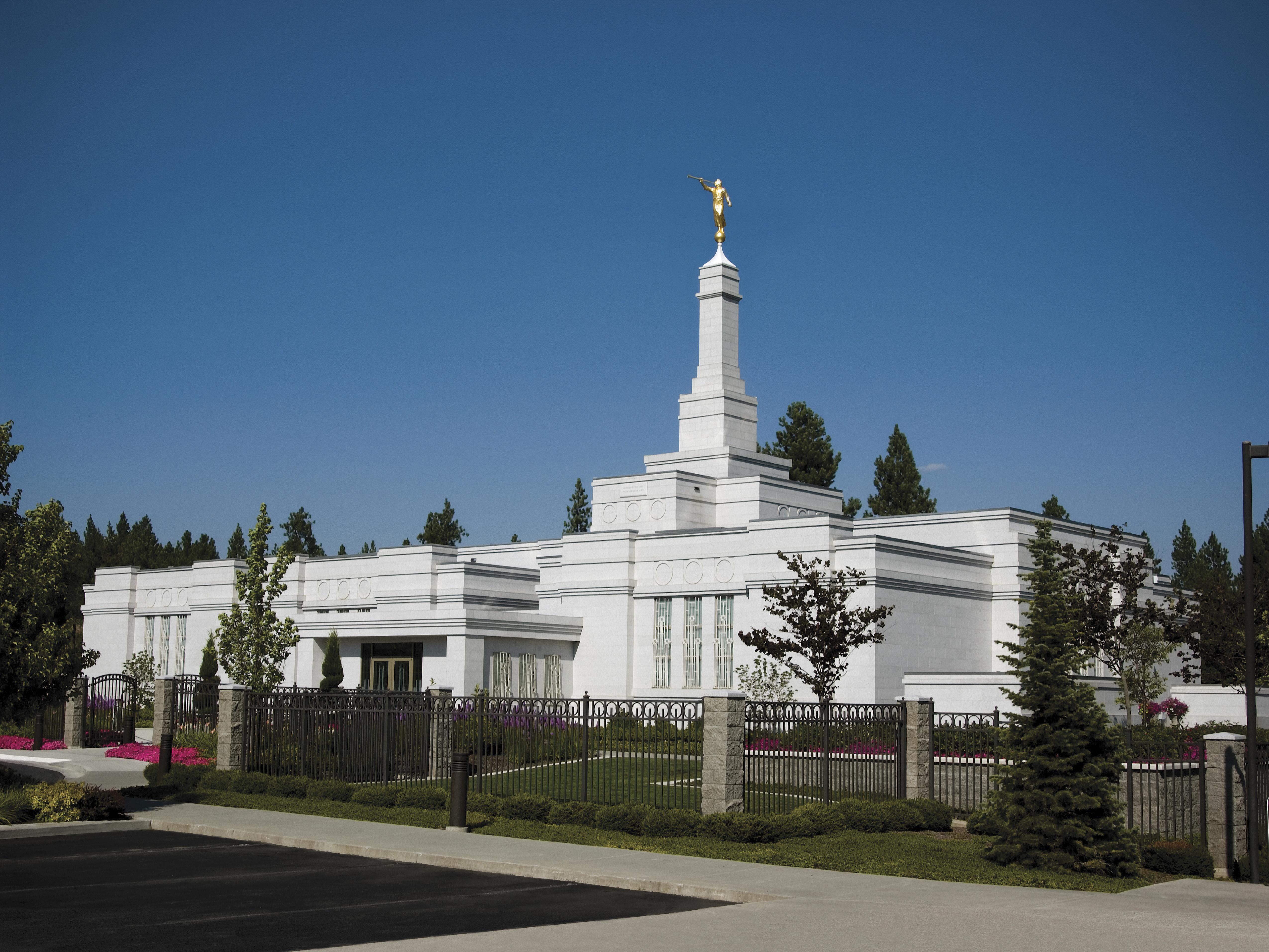 The Spokane Washington Temple on a clear day.