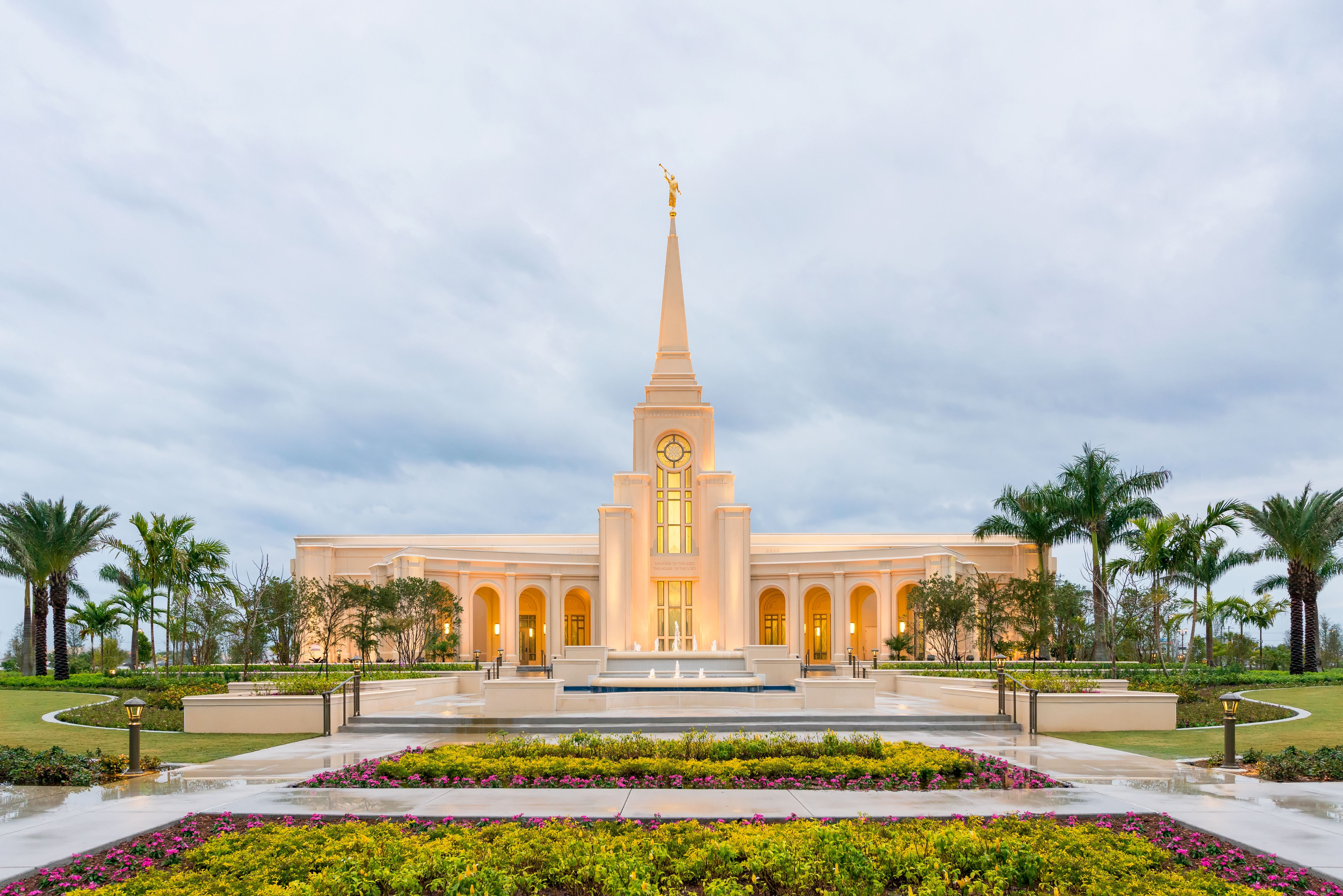 An exterior view of the Fort Lauderdale Florida Temple in the early evening.